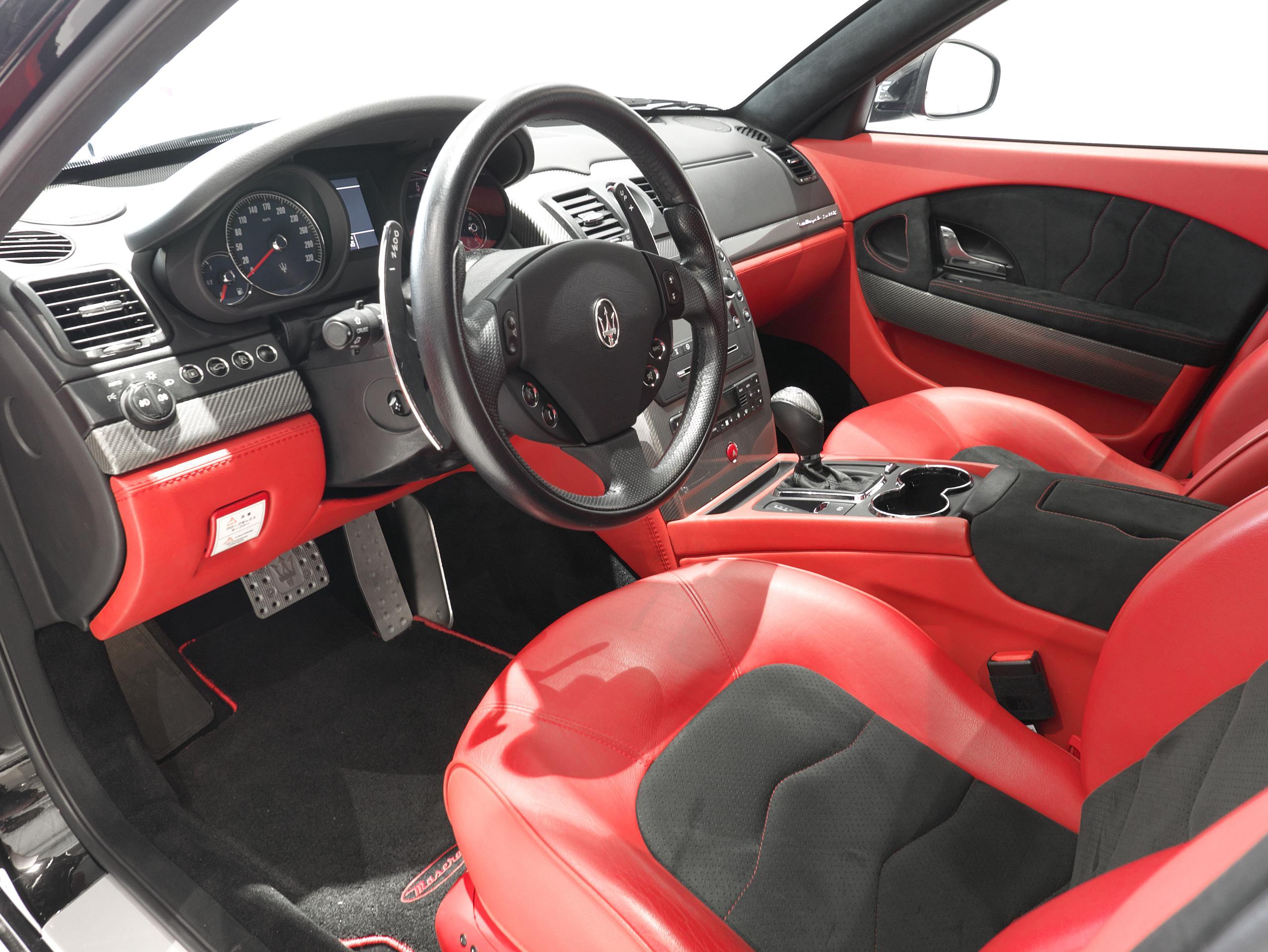 マセラティ クアトロポルテ スポーツGT S 運転席シート