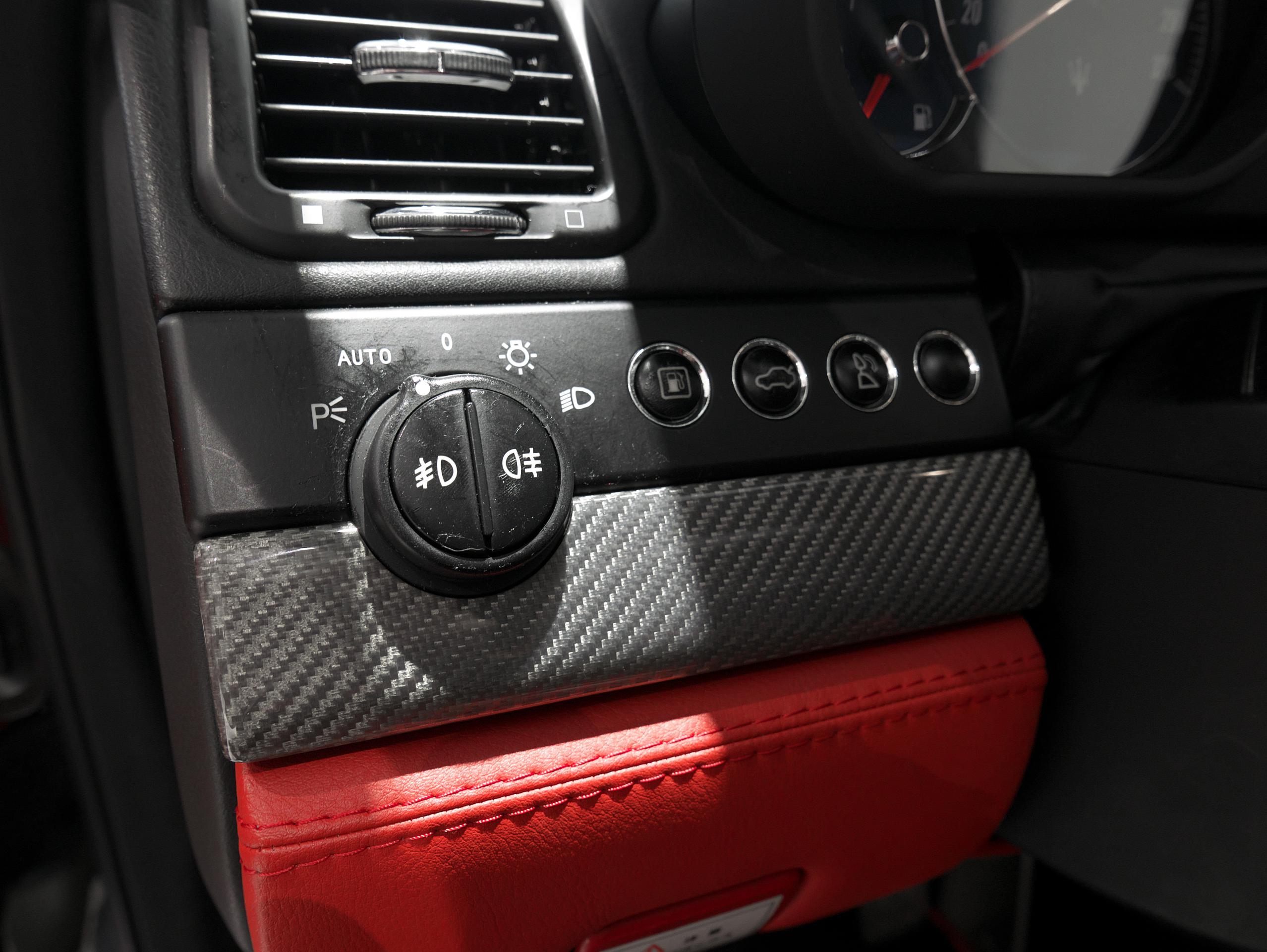 マセラティ クアトロポルテ スポーツGT S ヘッドライトスイッチ