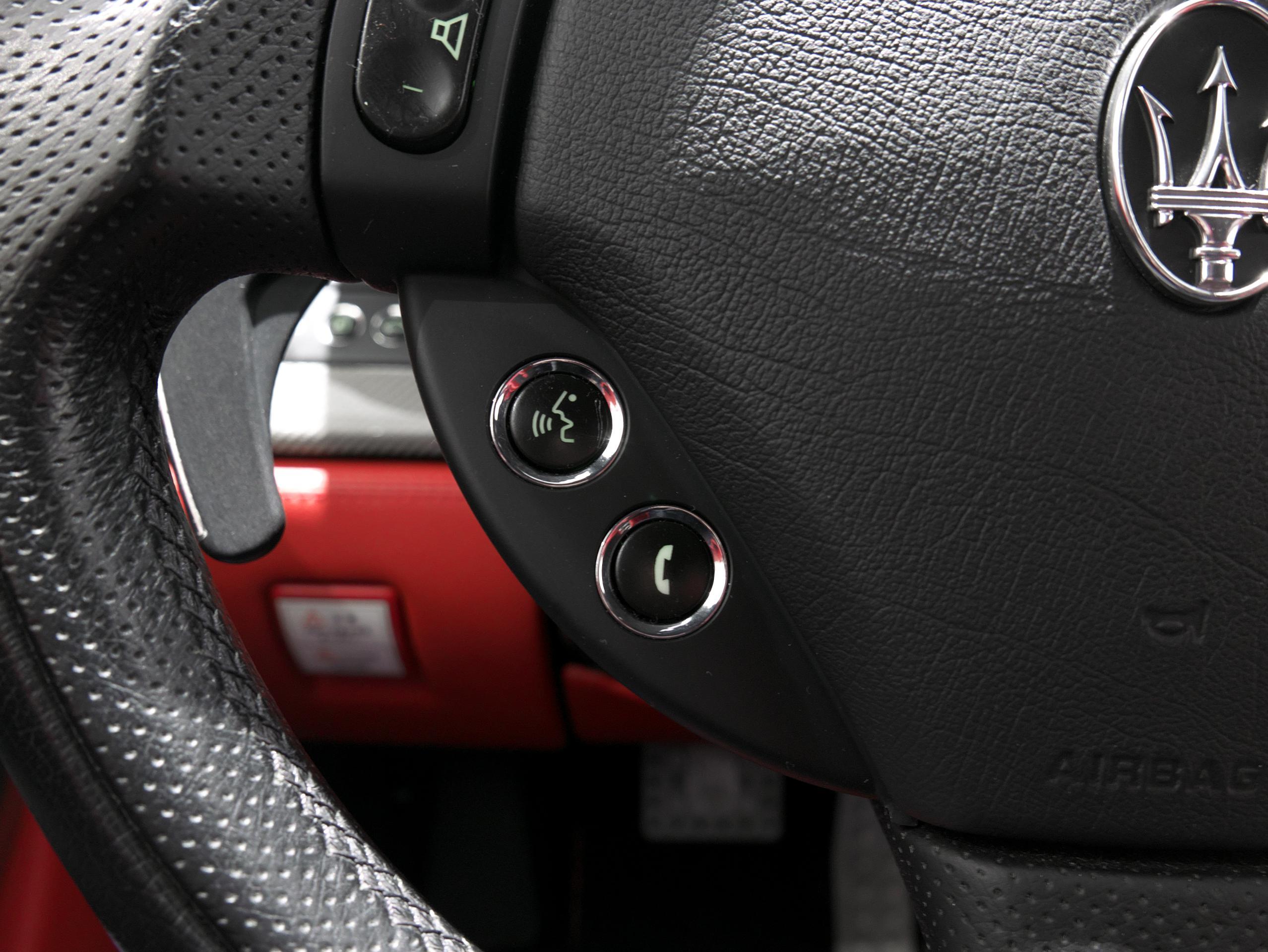 マセラティ クアトロポルテ スポーツGT S ステアリング電話ボタン