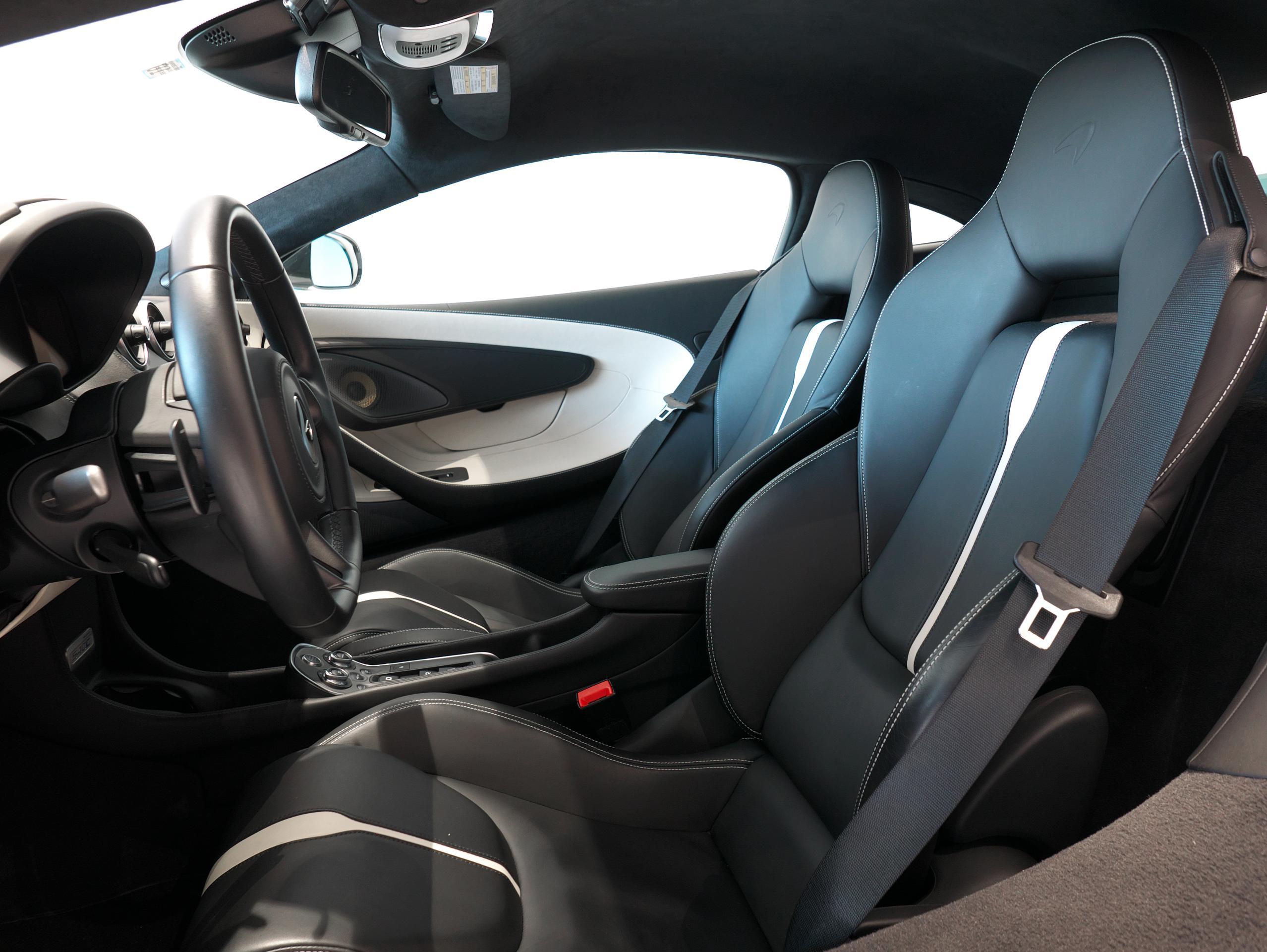 マクラーレン 540C 運転席シート
