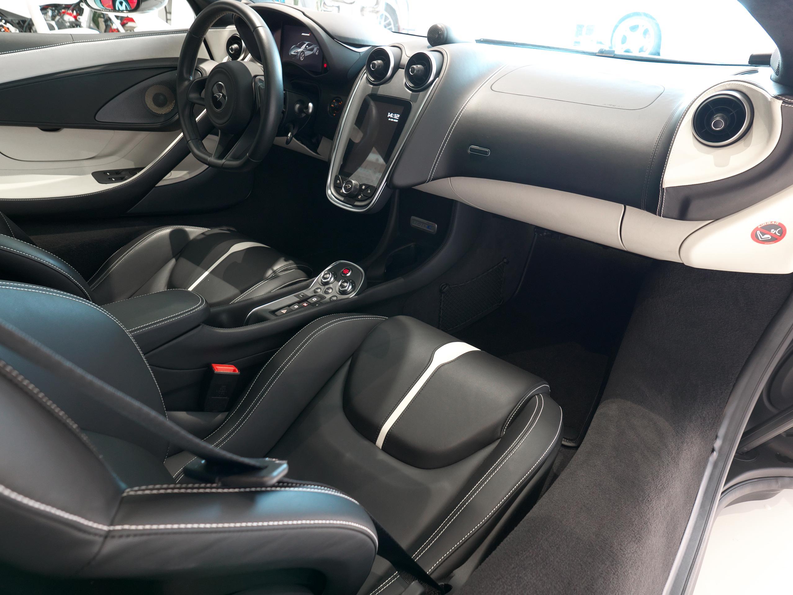 マクラーレン 540C 助手席