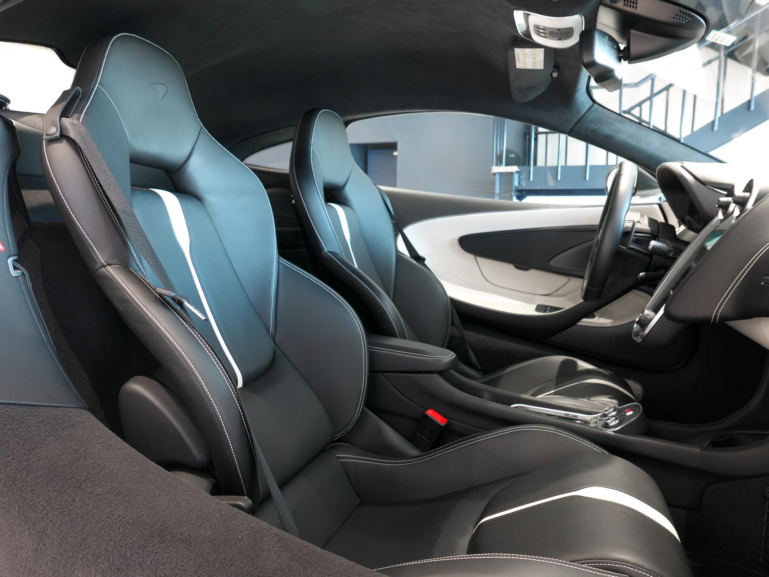 マクラーレン 540C 助手席シート