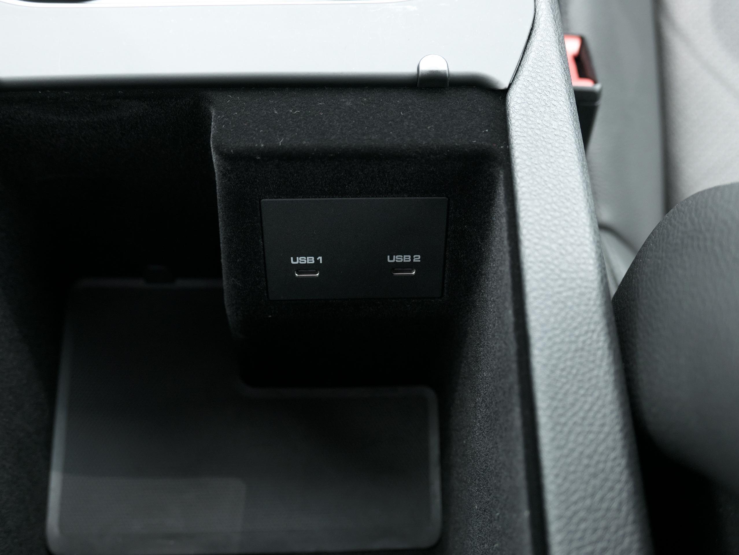 ポルシェ カイエン キャララホワイト センターコンソール USB-Cポート