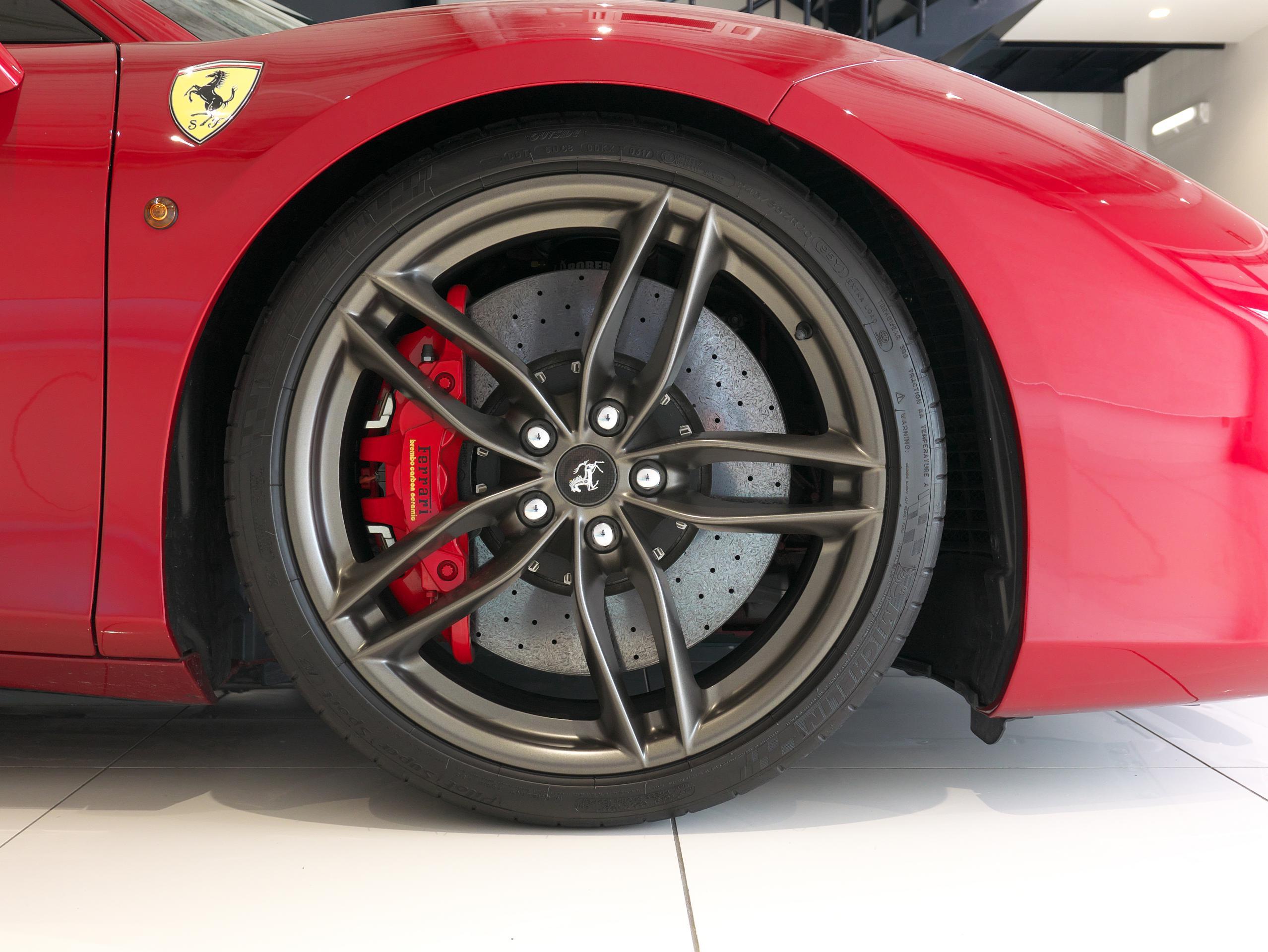 フェラーリ 488GTB 右フロントホイール
