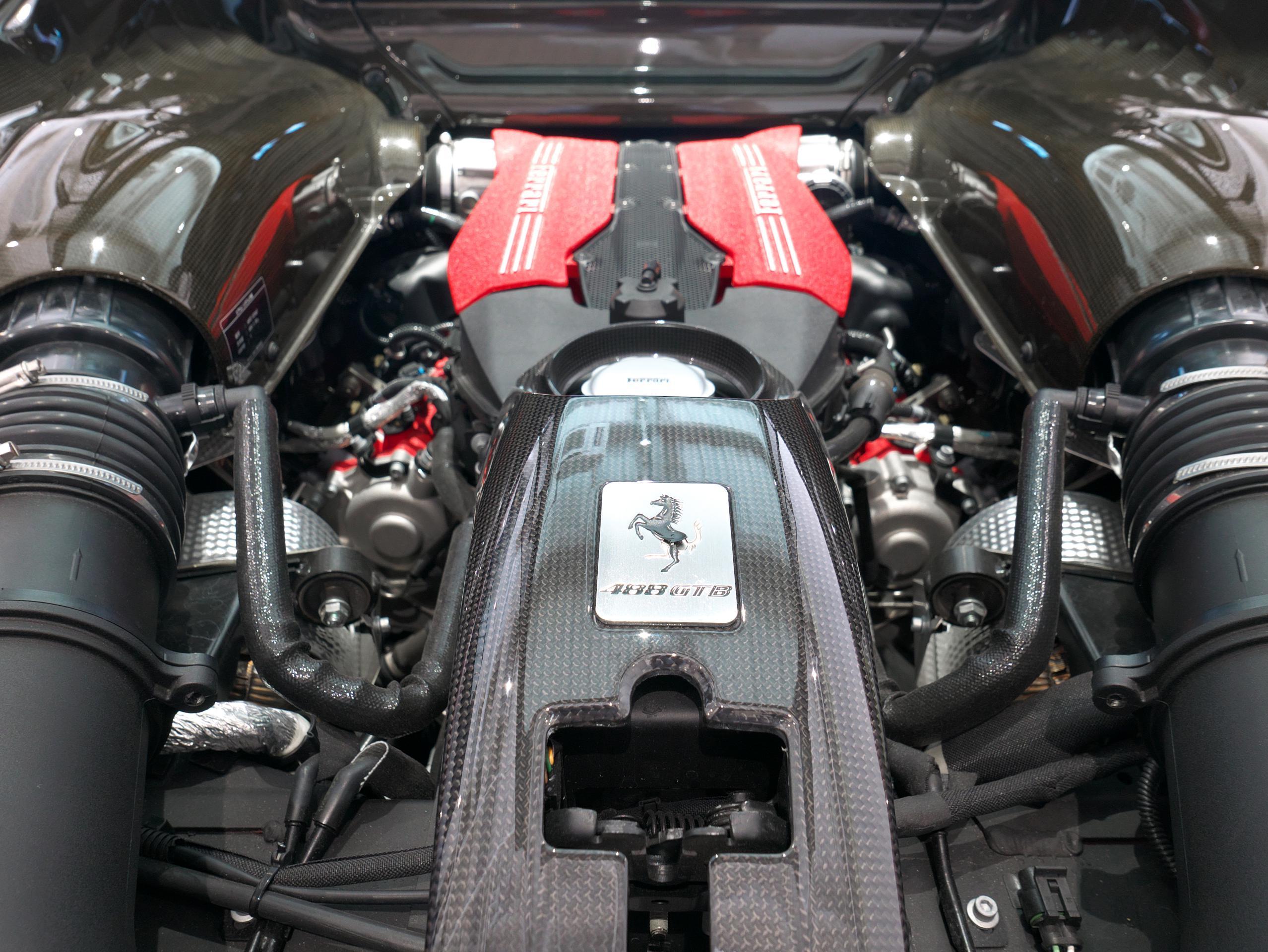 フェラーリ 488GTB V8エンジン