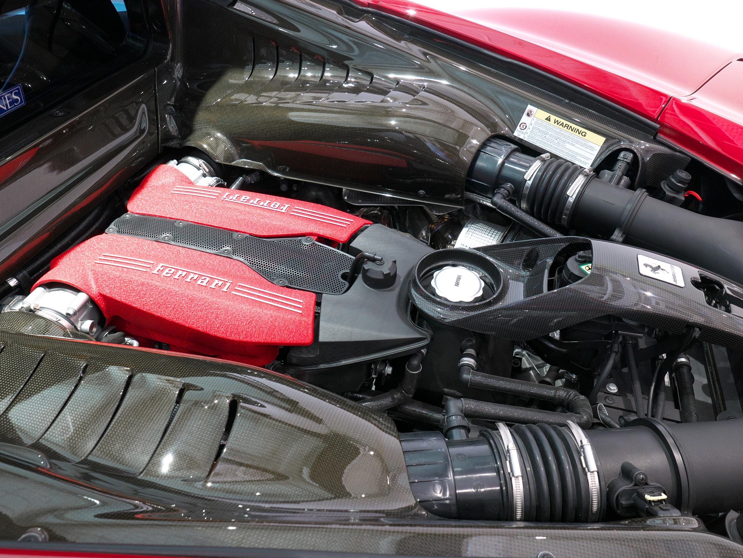 フェラーリ 488GTB エンジンサイド