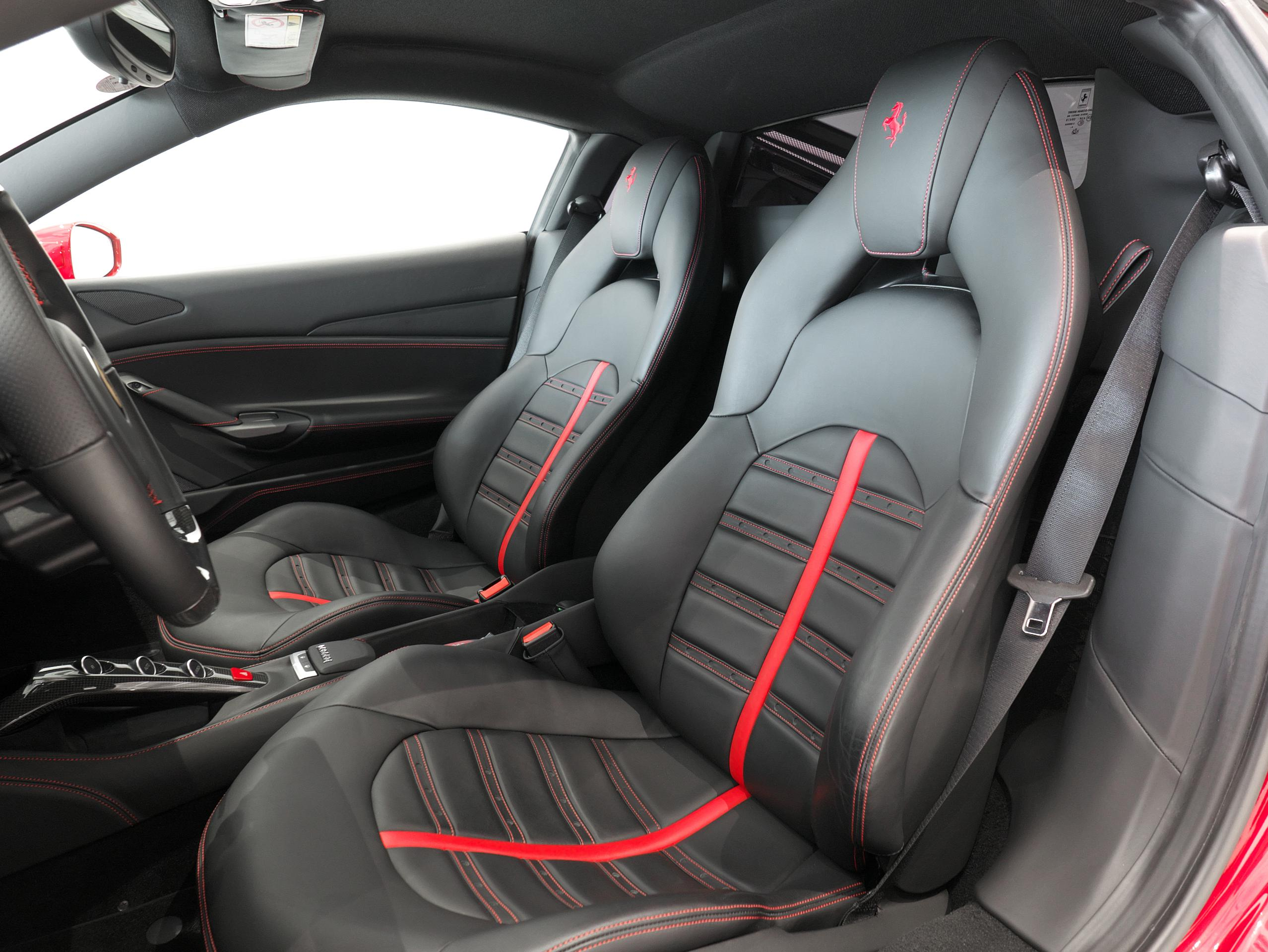 フェラーリ 488GTB 運転席シート