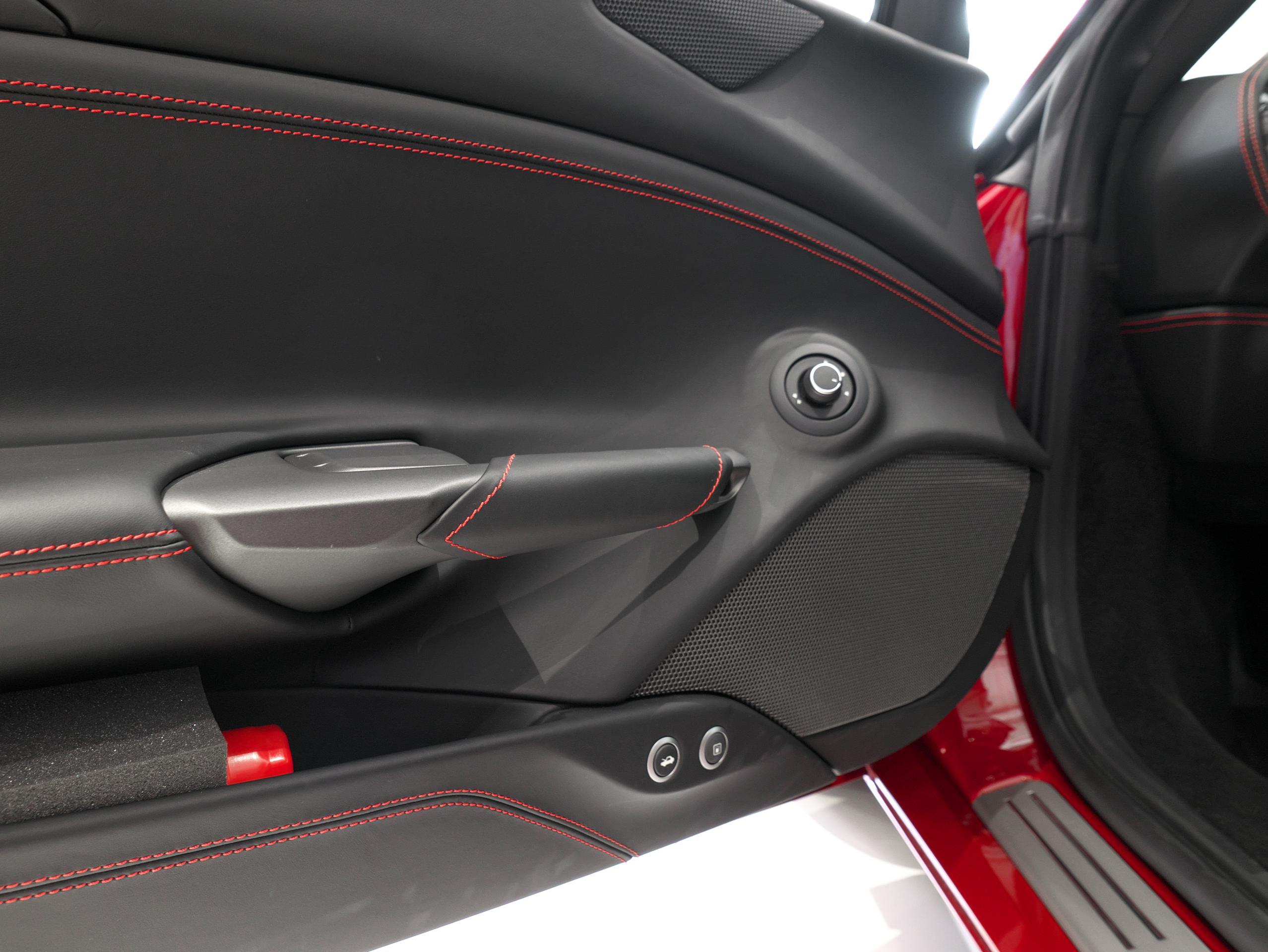 フェラーリ 488GTB 運転席側ドア