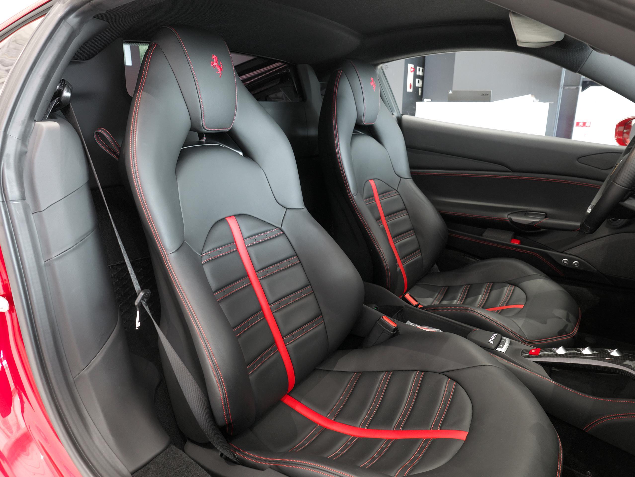 フェラーリ 488GTB 助手席シート