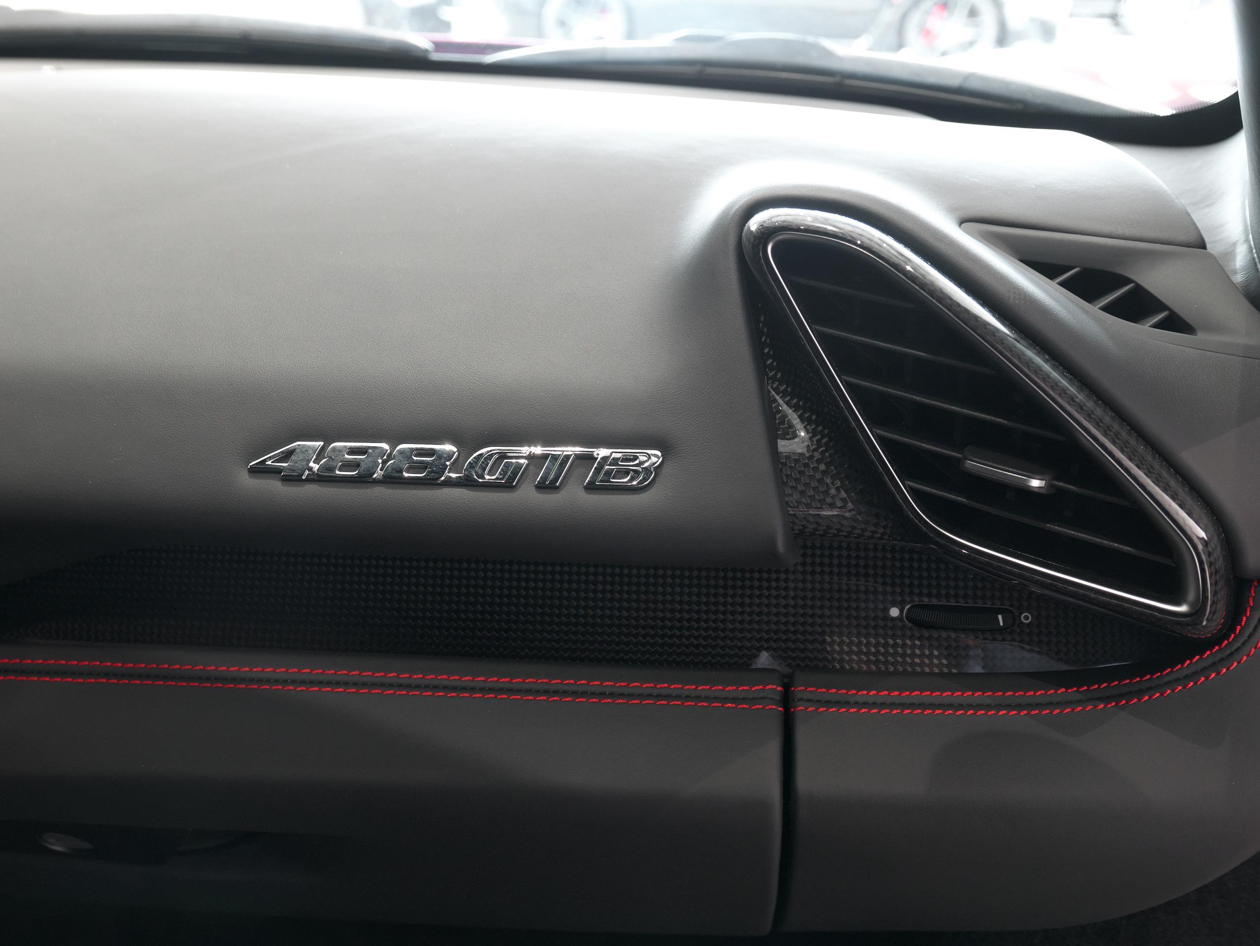 フェラーリ 488GTB インパネ
