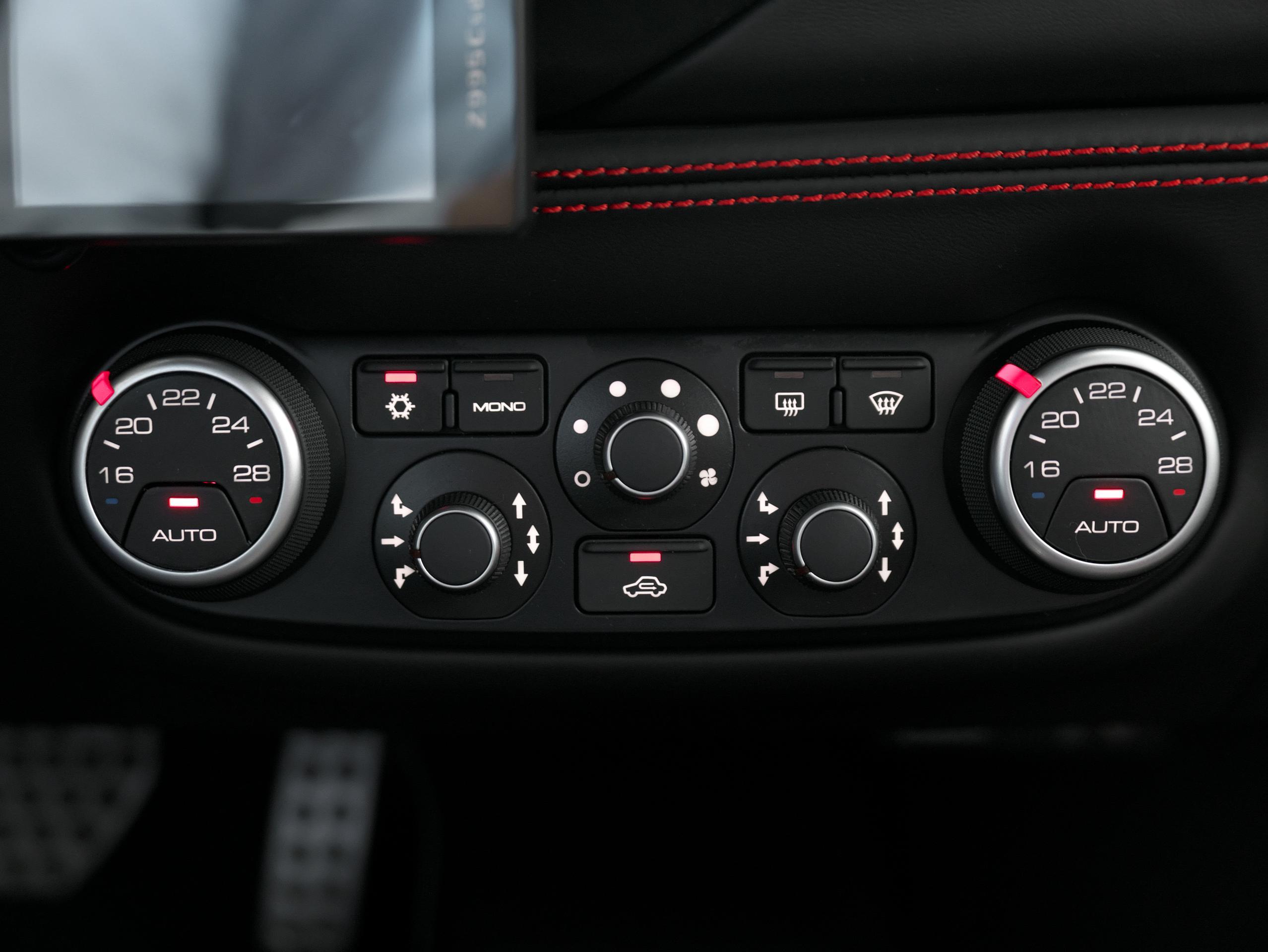 フェラーリ 488GTB エアコン操作パネル