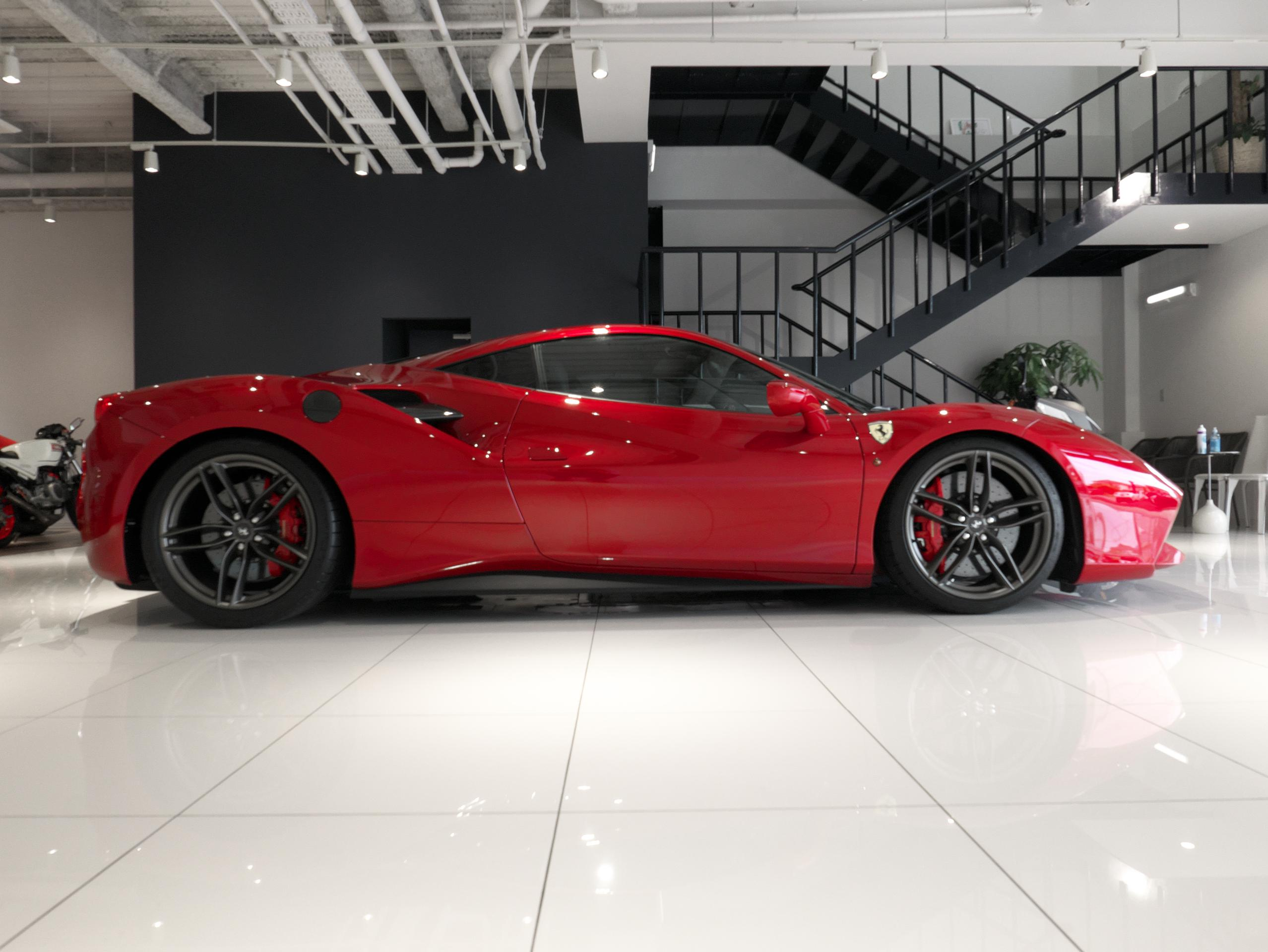 フェラーリ 488GTB 右サイド