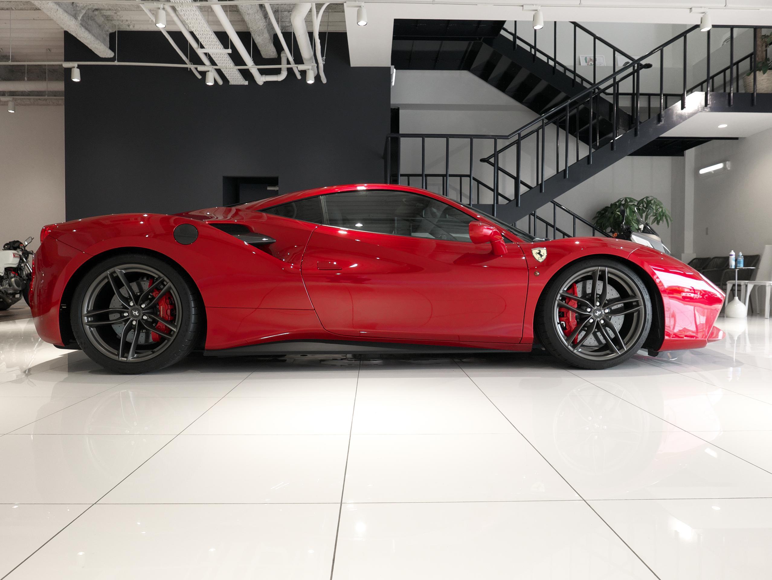 フェラーリ 488GTB 右サイドビュー