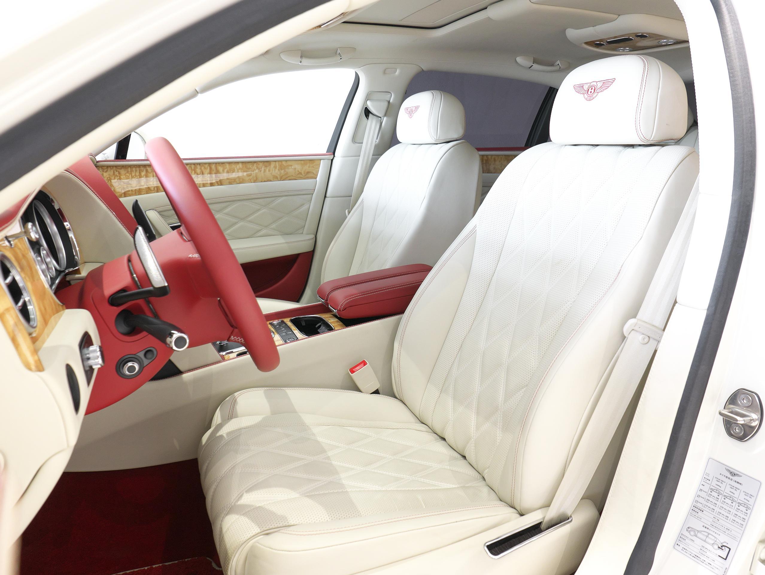 ベントレー フライングスパー W12 運転席