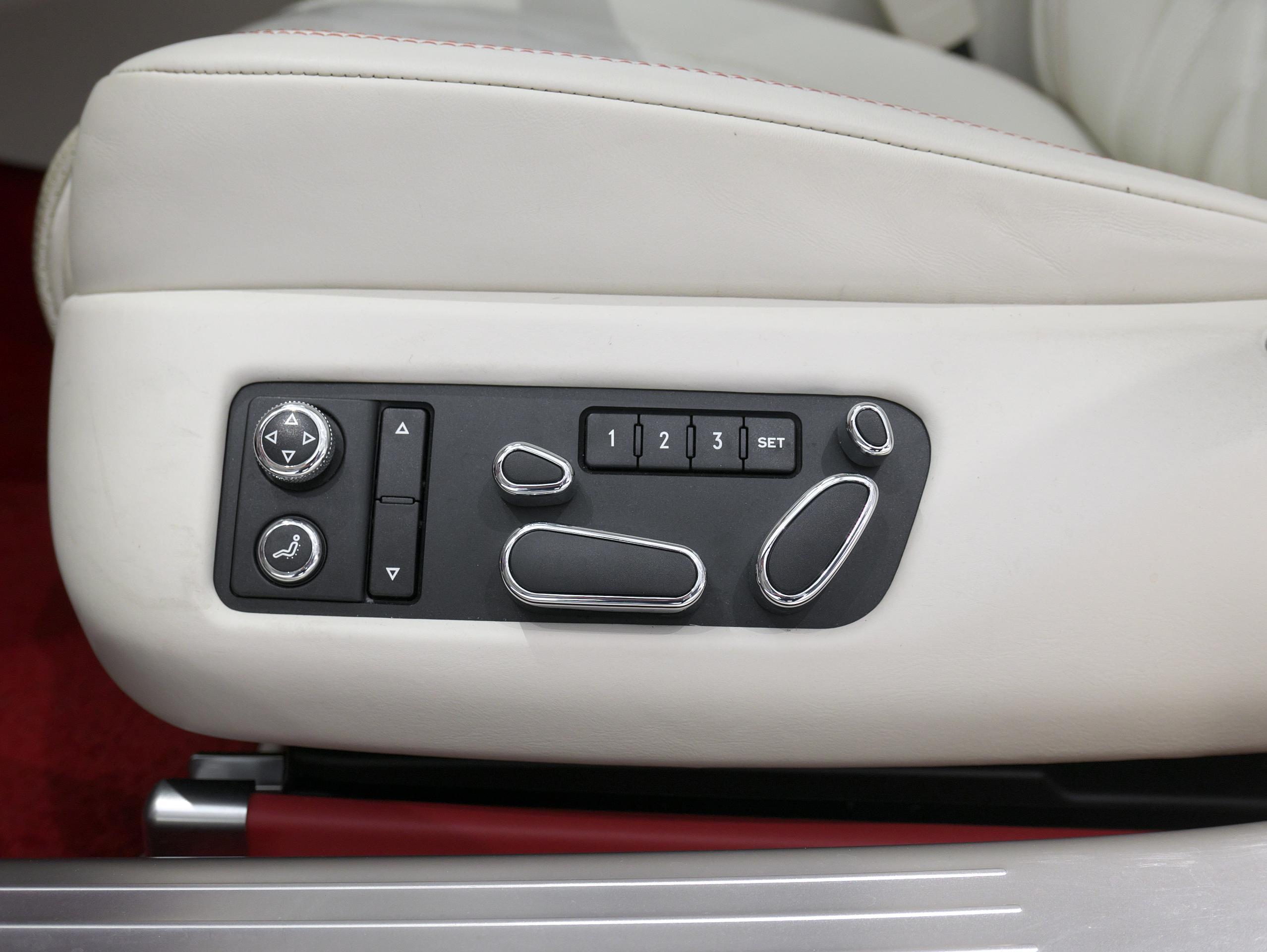 ベントレー フライングスパー W12 運転席パワーシート