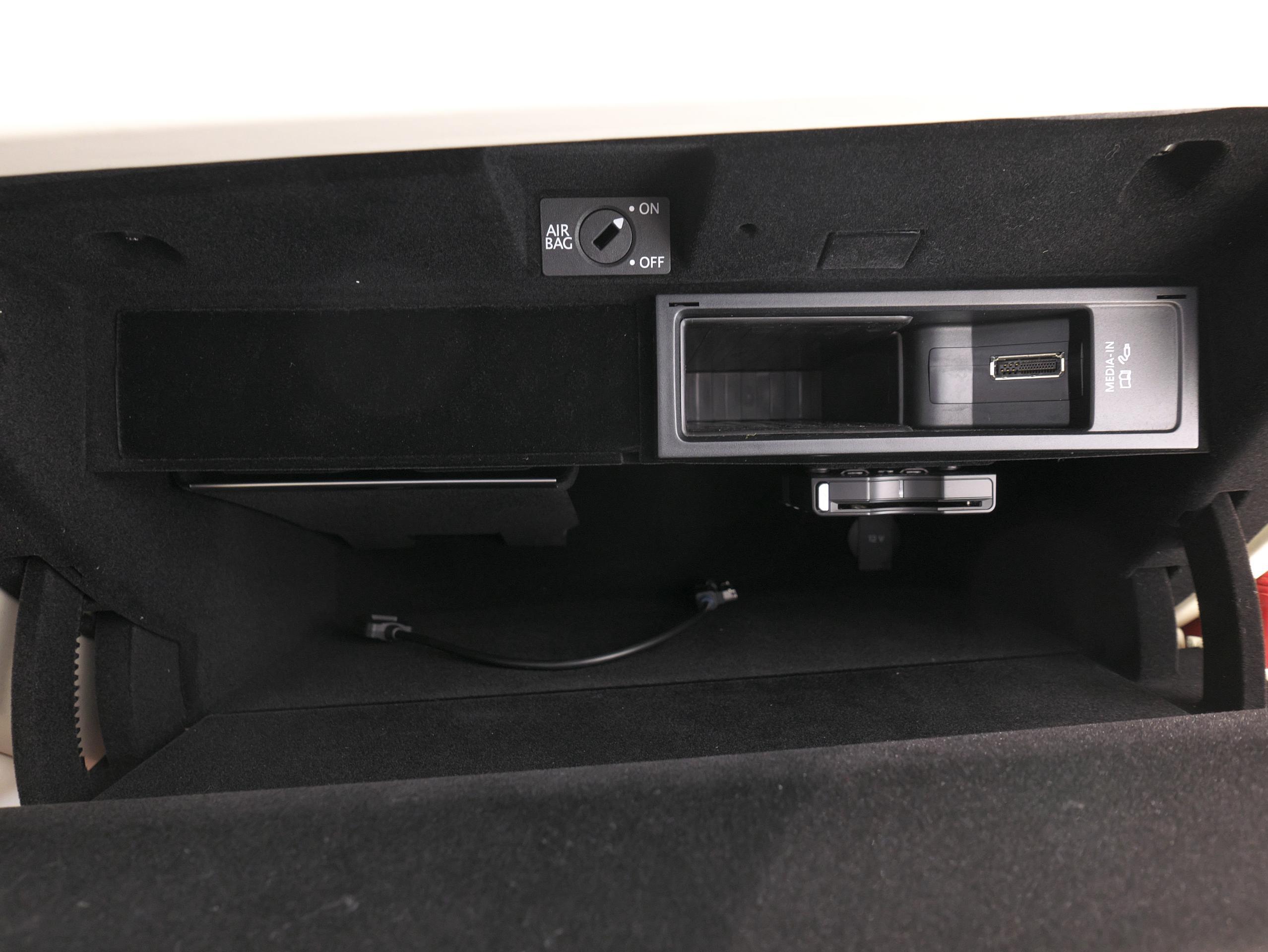 ベントレー フライングスパー W12 グローブボックス