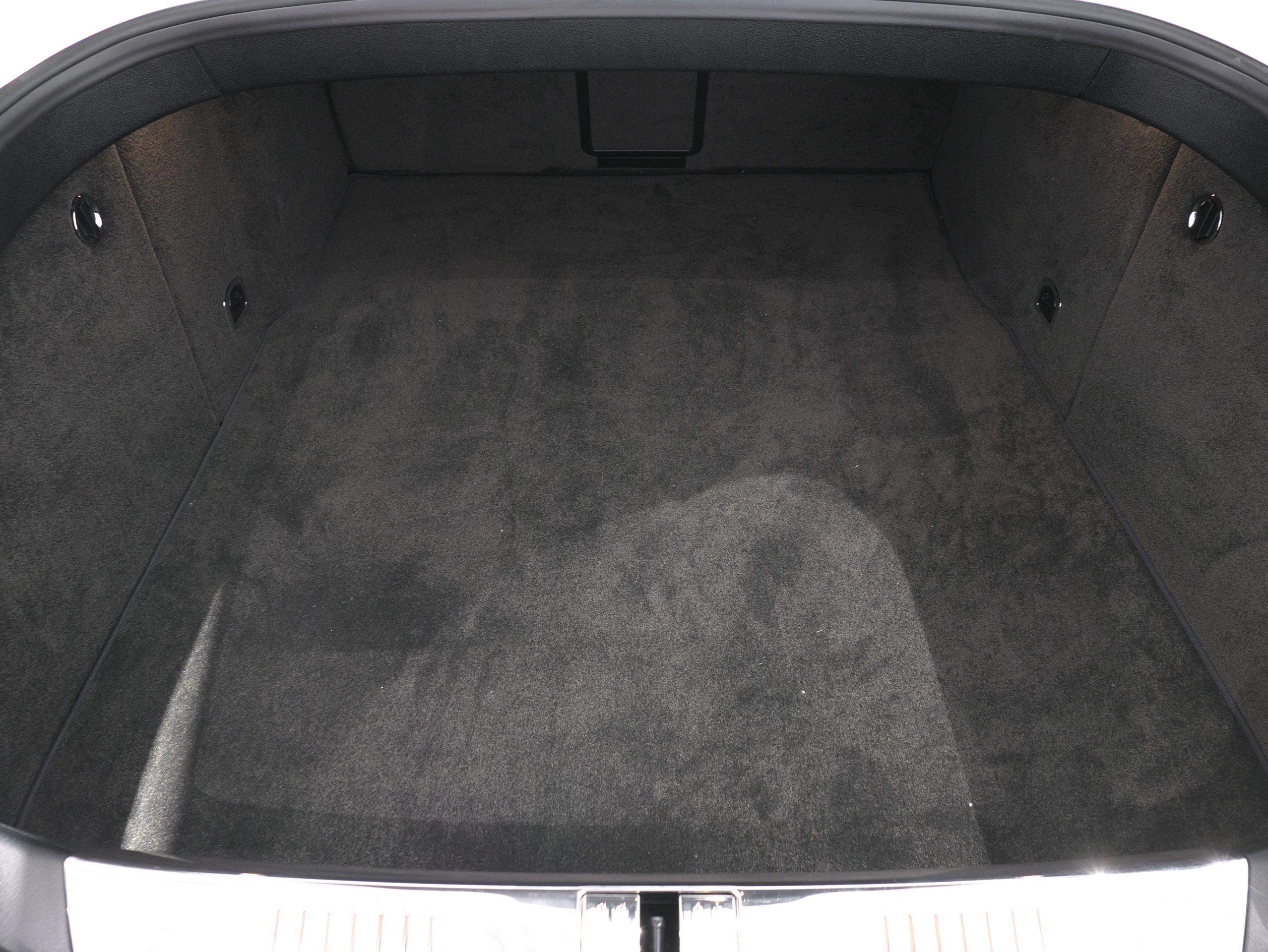ベントレー フライングスパー W12 トランク