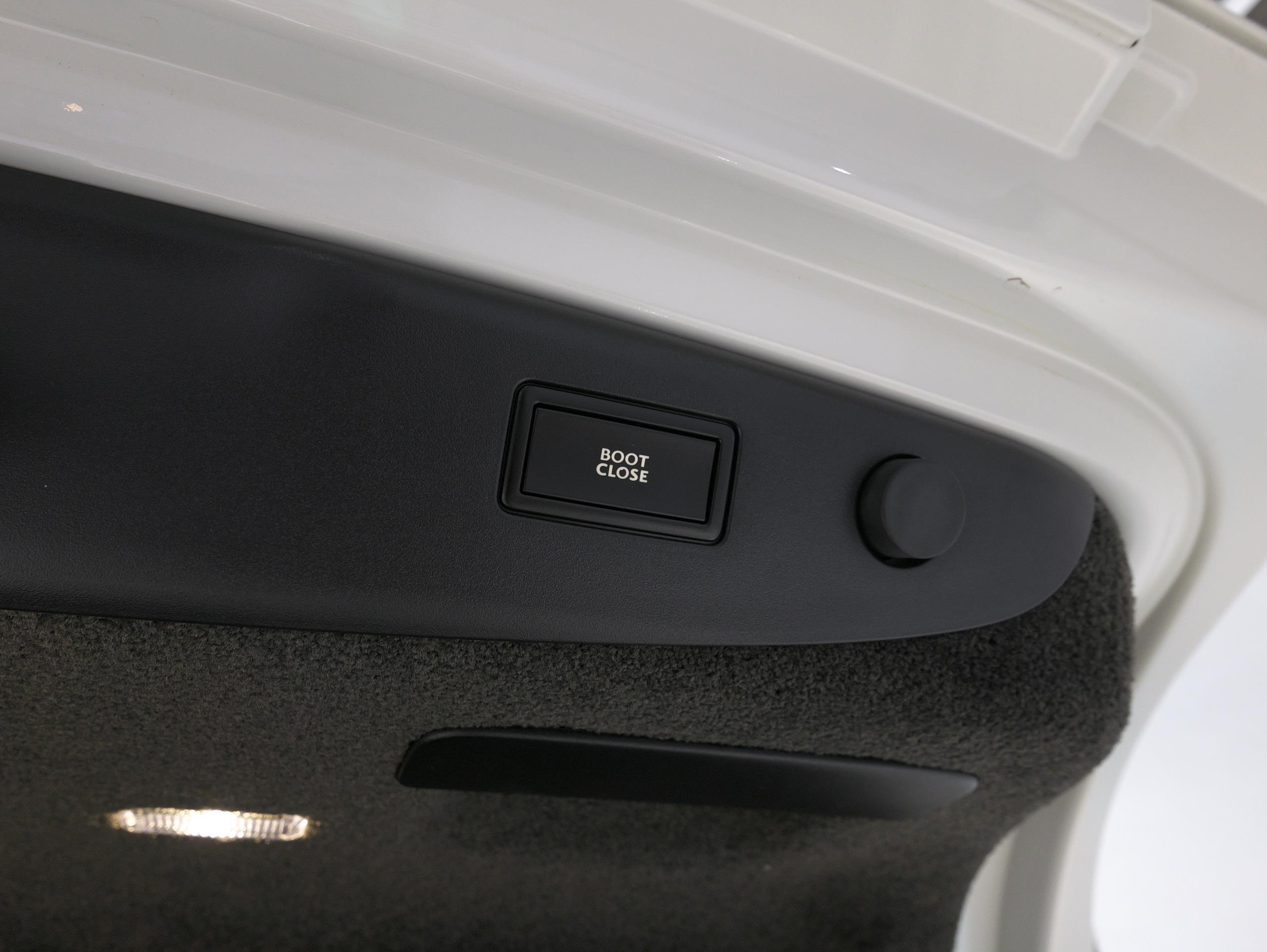 ベントレー フライングスパー W12 電動トランク