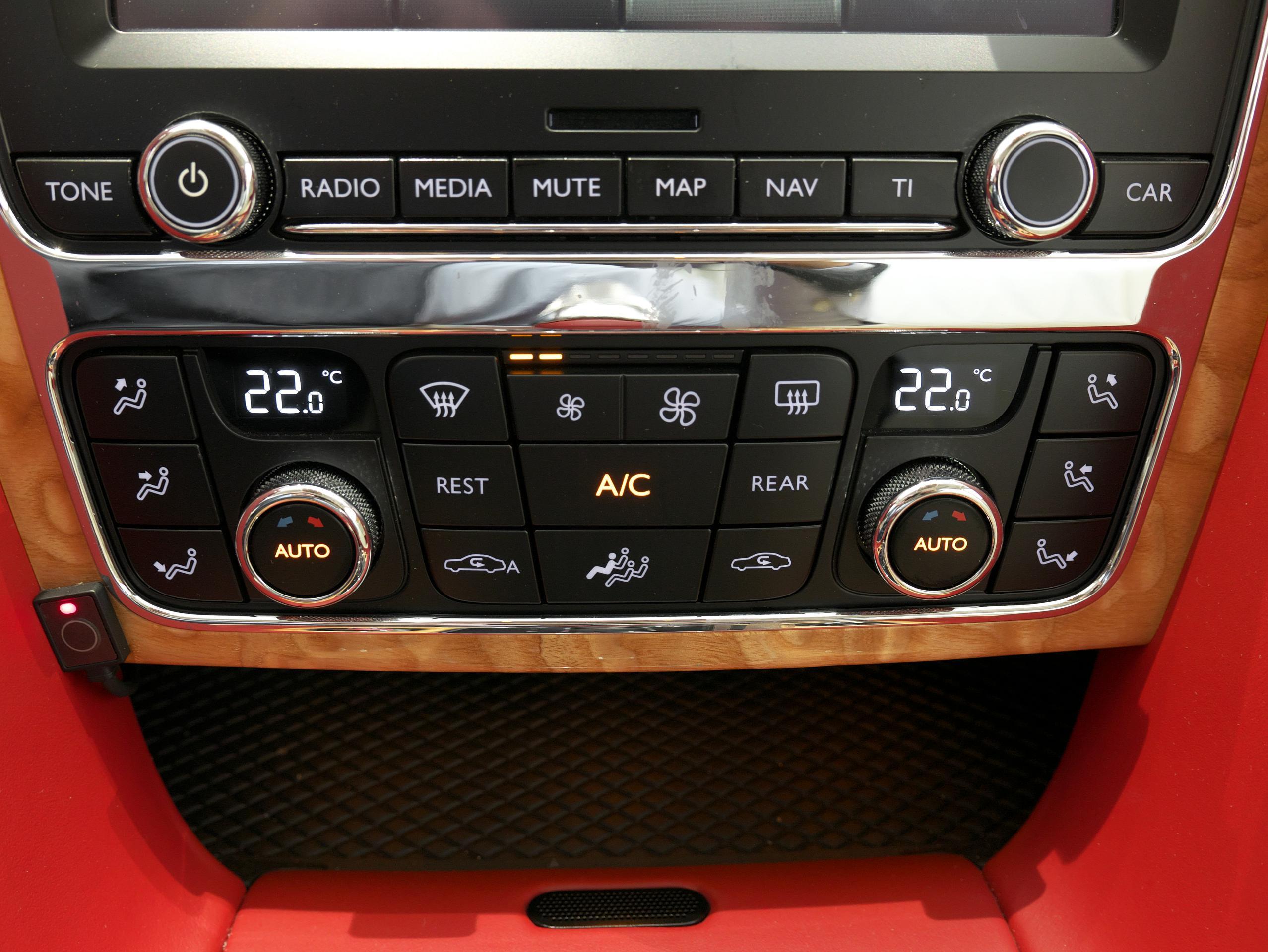 ベントレー フライングスパー W12 エアコン操作パネル