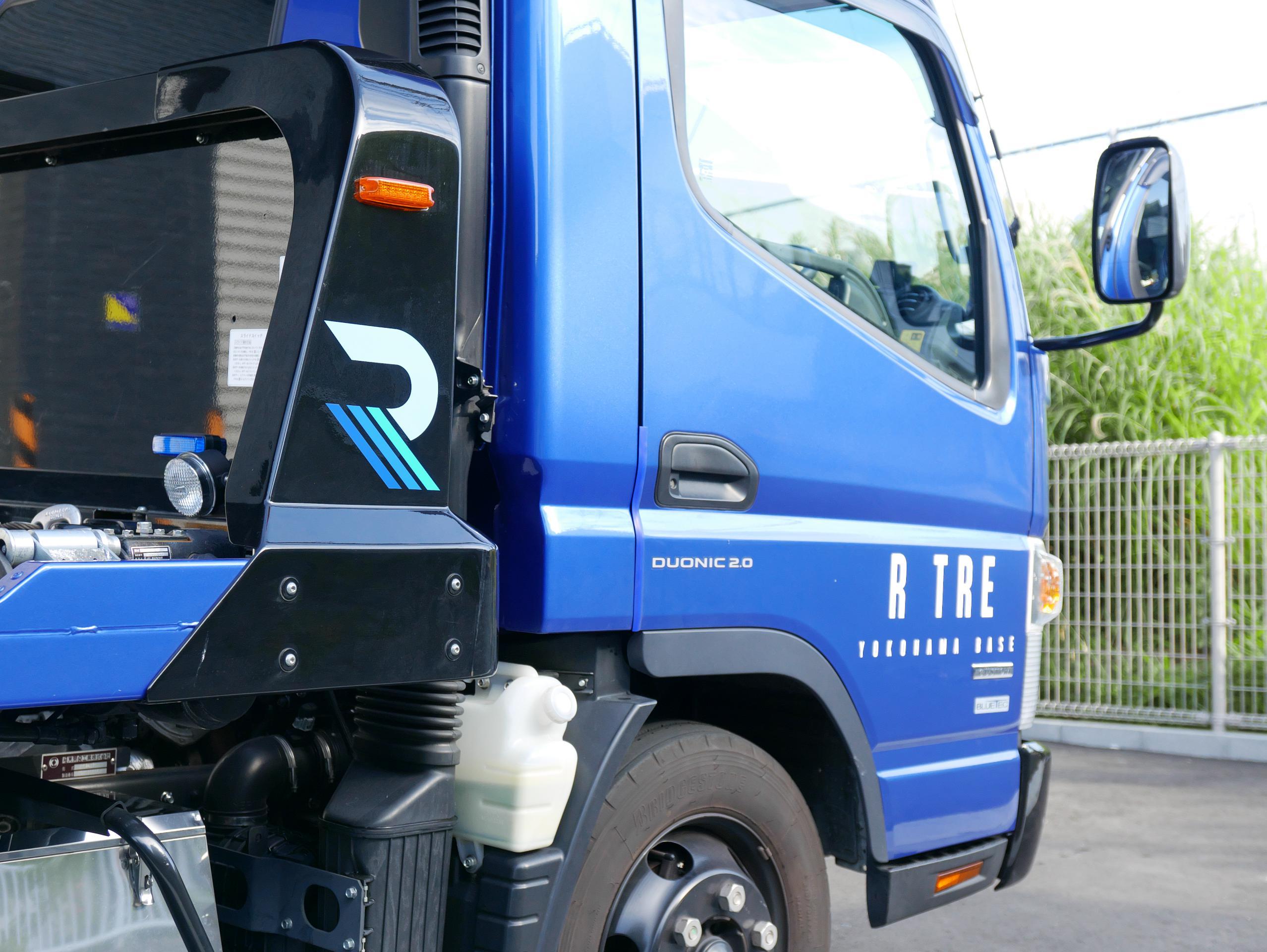 R TRE 積載車 運転席