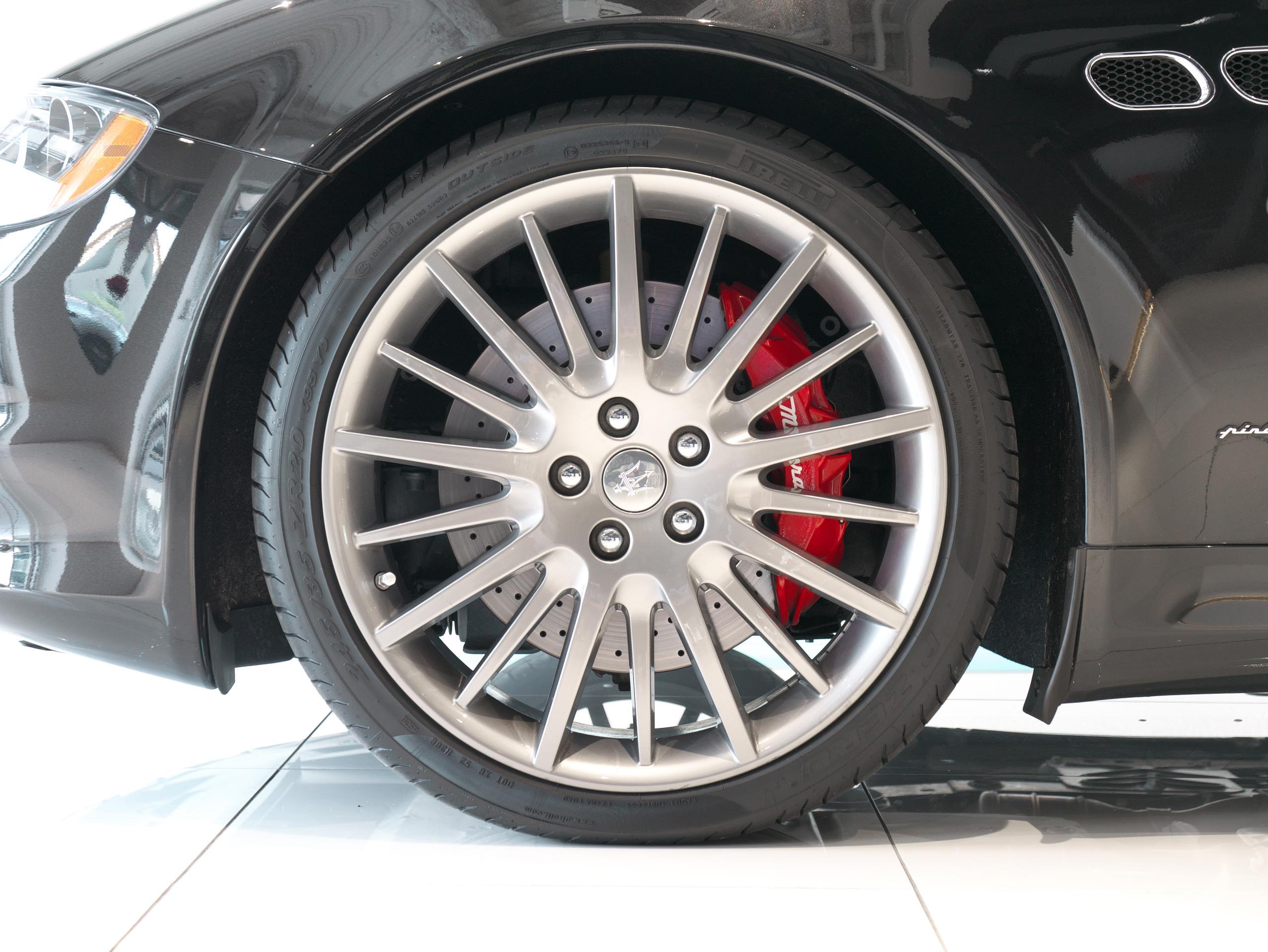 クアトロポルテ スポーツ GT S 左フロントホイール