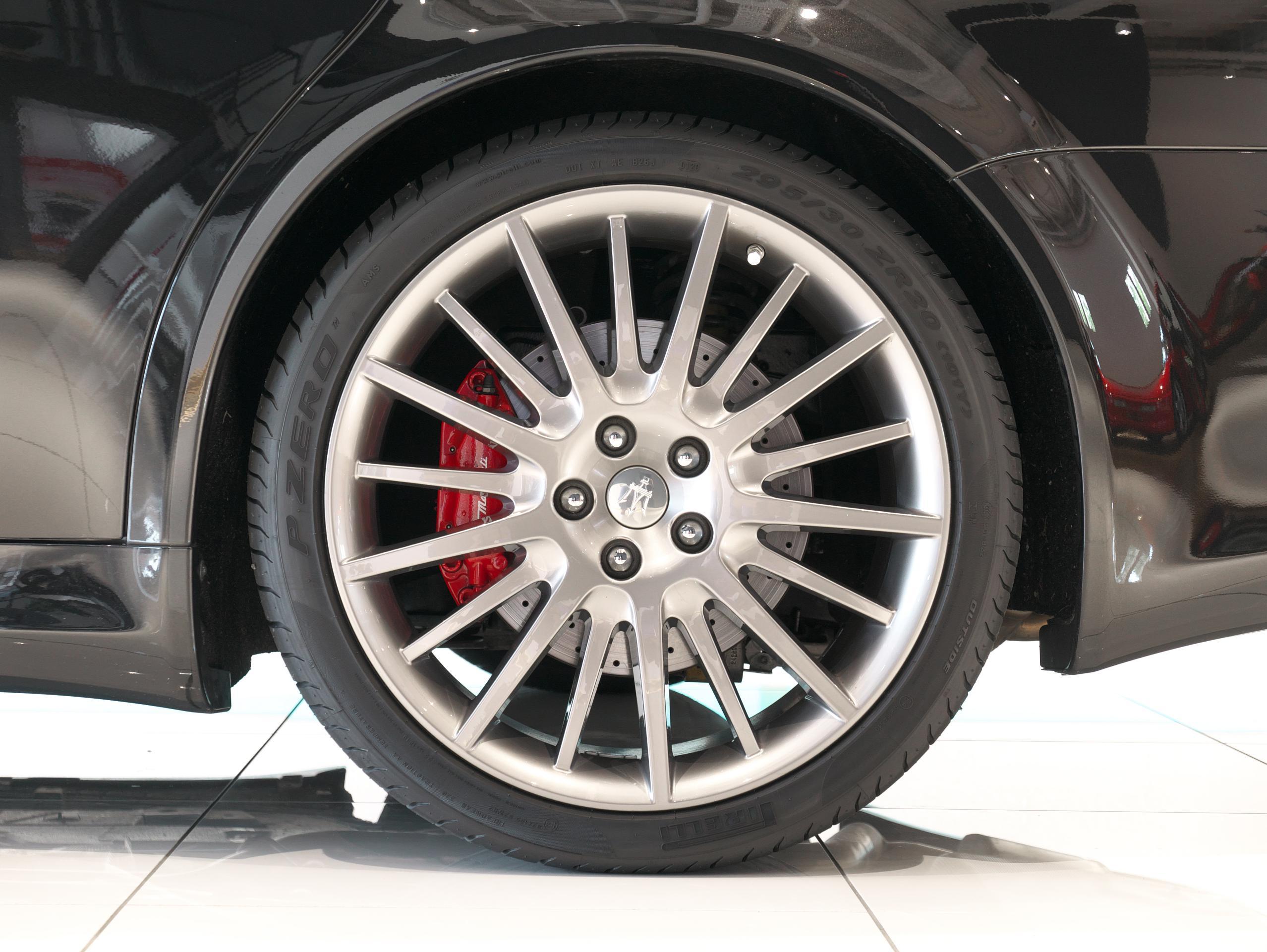 クアトロポルテ スポーツ GT S 左リアホイール