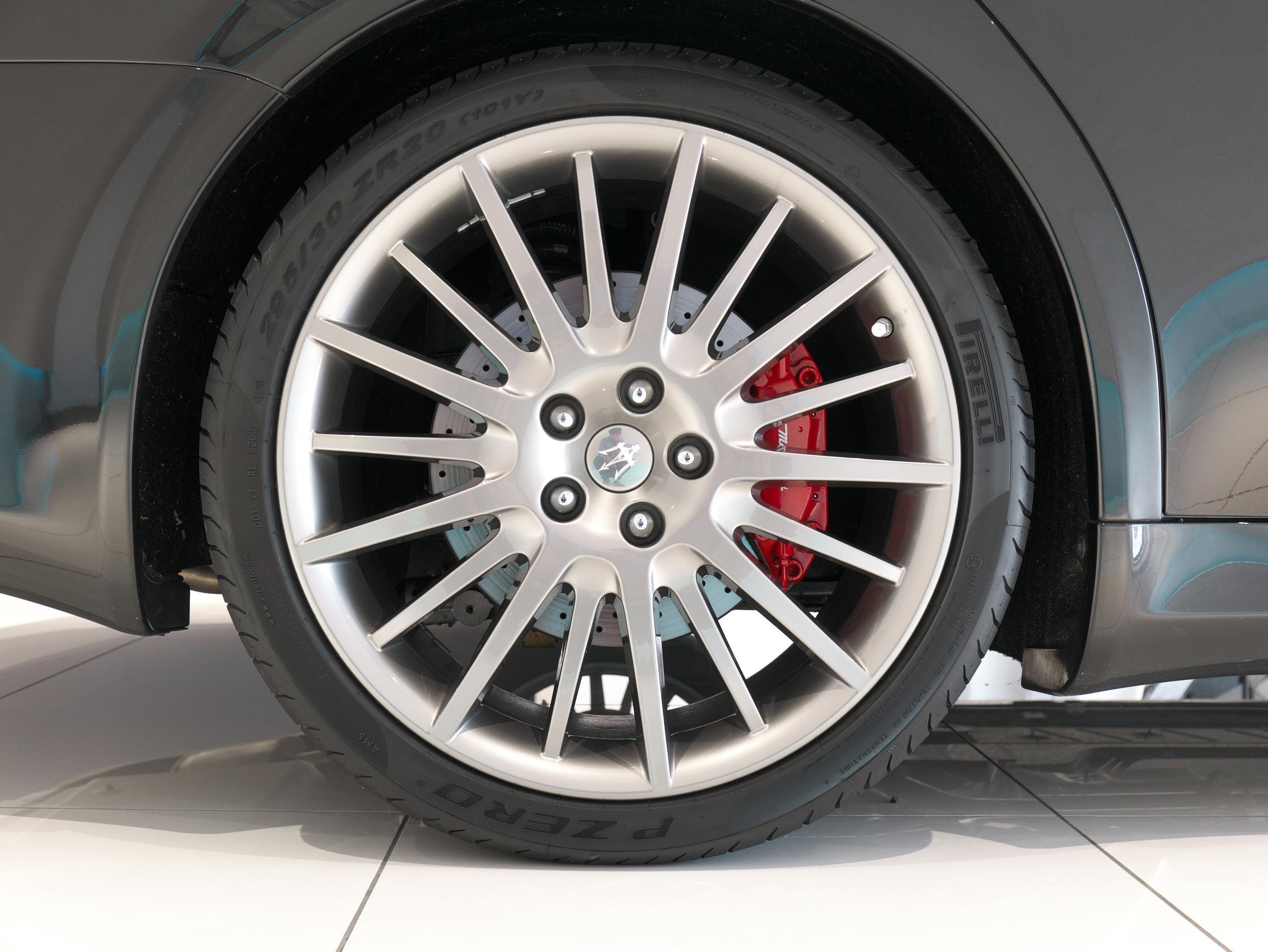 クアトロポルテ スポーツ GT S 右リアホイール