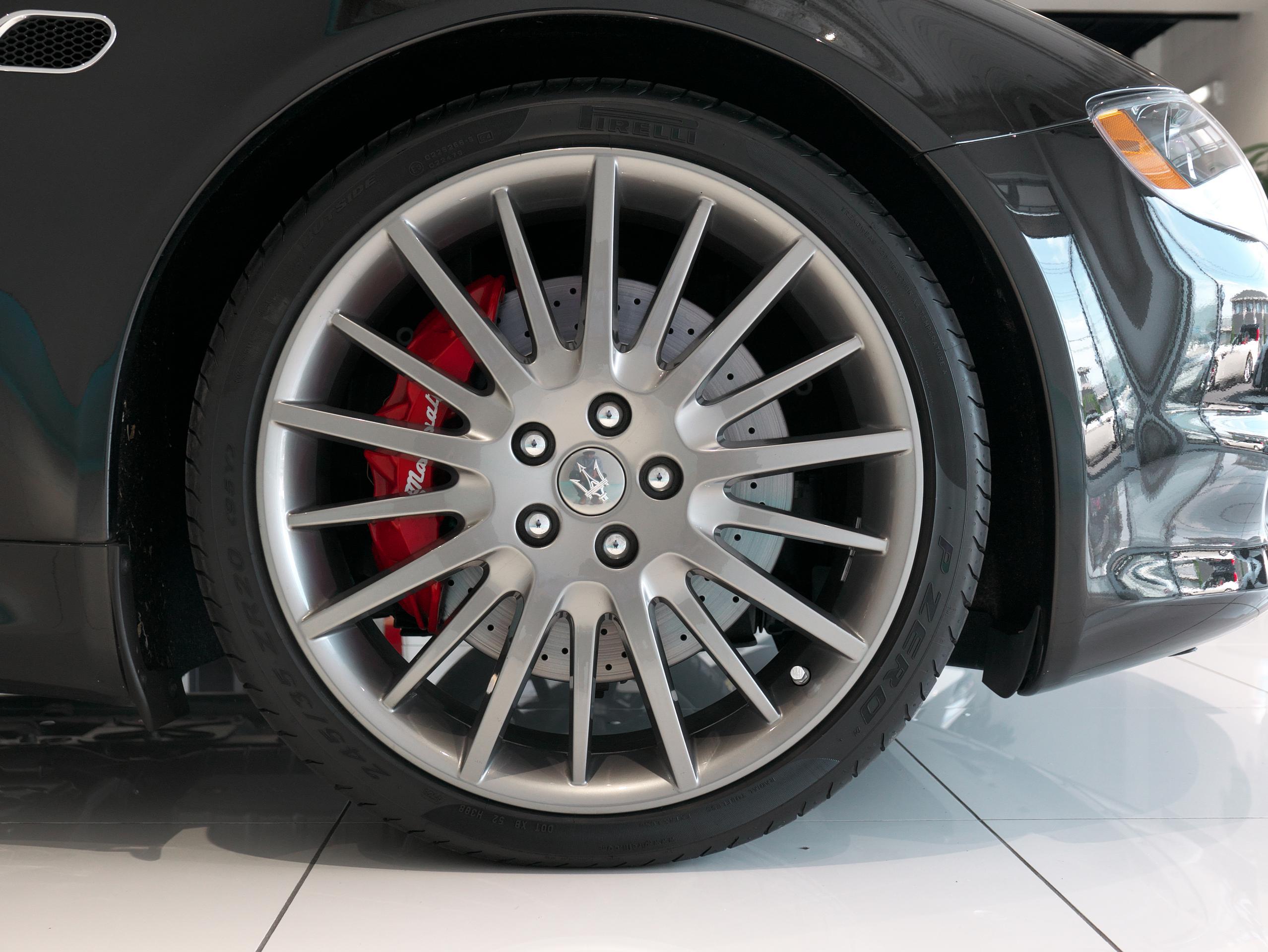 クアトロポルテ スポーツ GT S 右フロントホイール