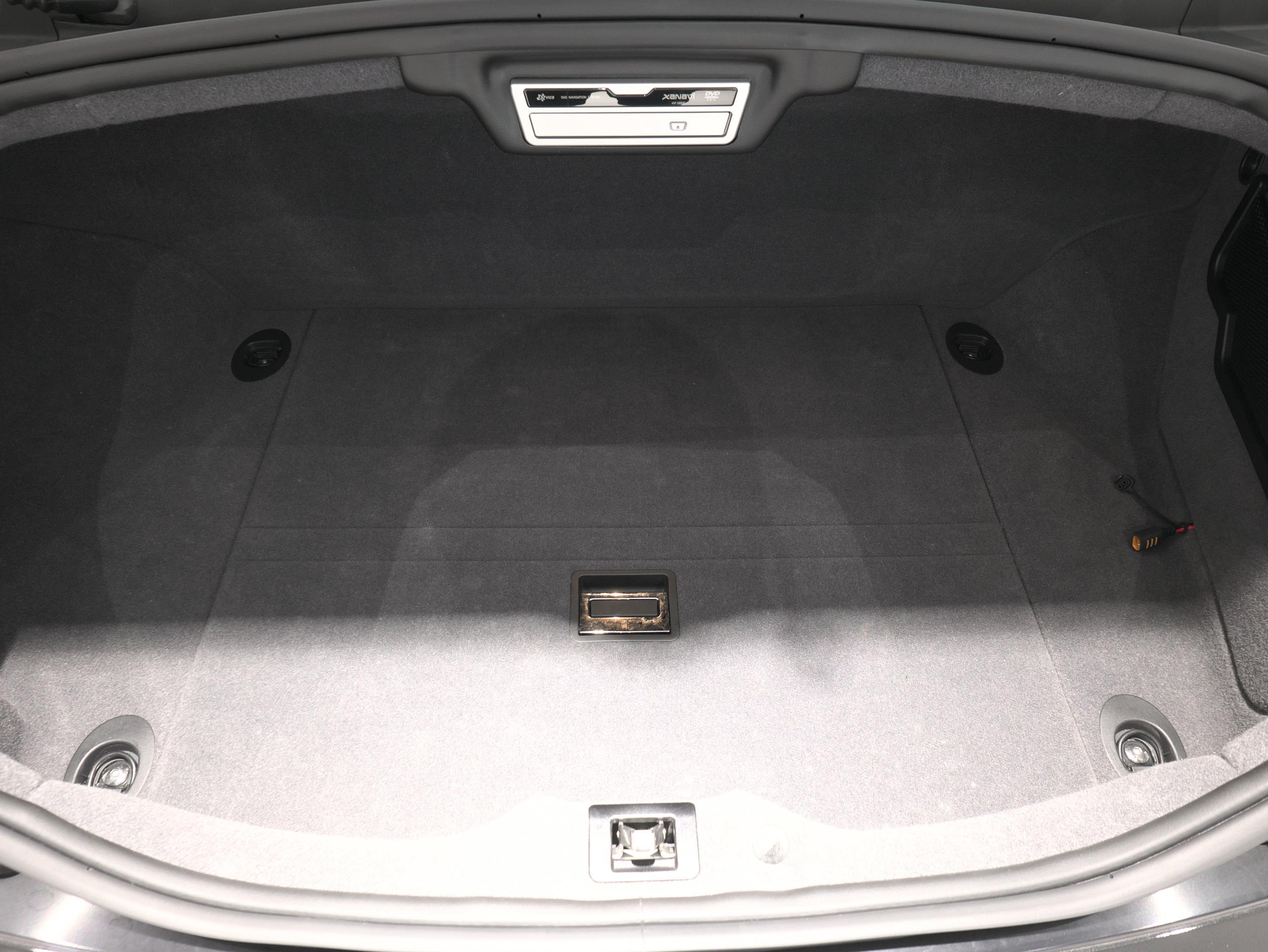クアトロポルテ スポーツ GT S トランク