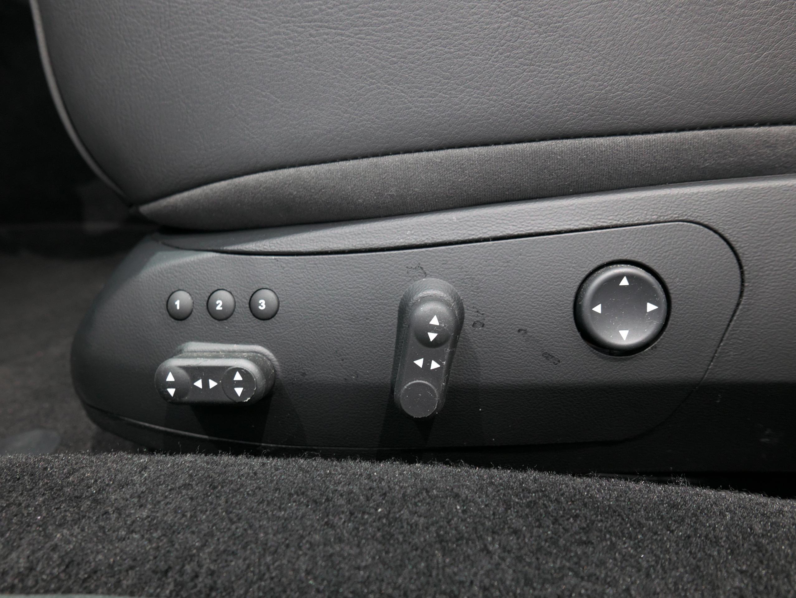 クアトロポルテ スポーツ GT S 運転席パワーシートスイッチ