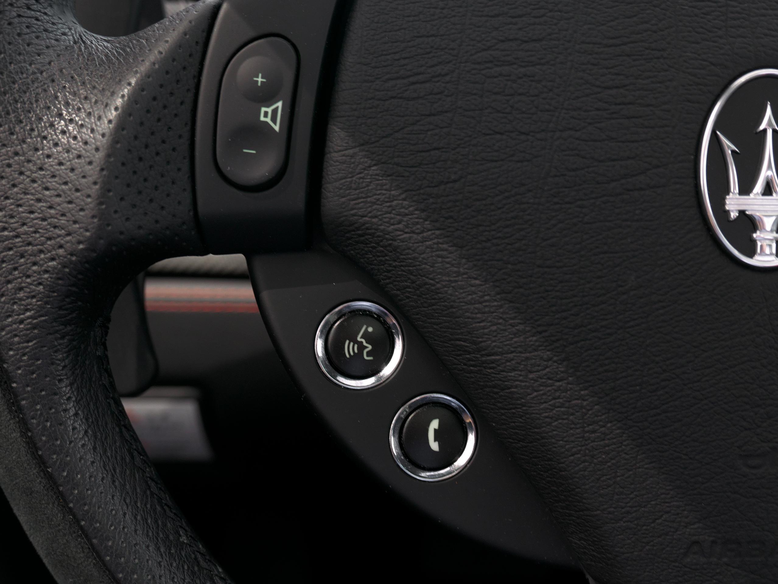 クアトロポルテ スポーツ GT S ステアリングスイッチ左側