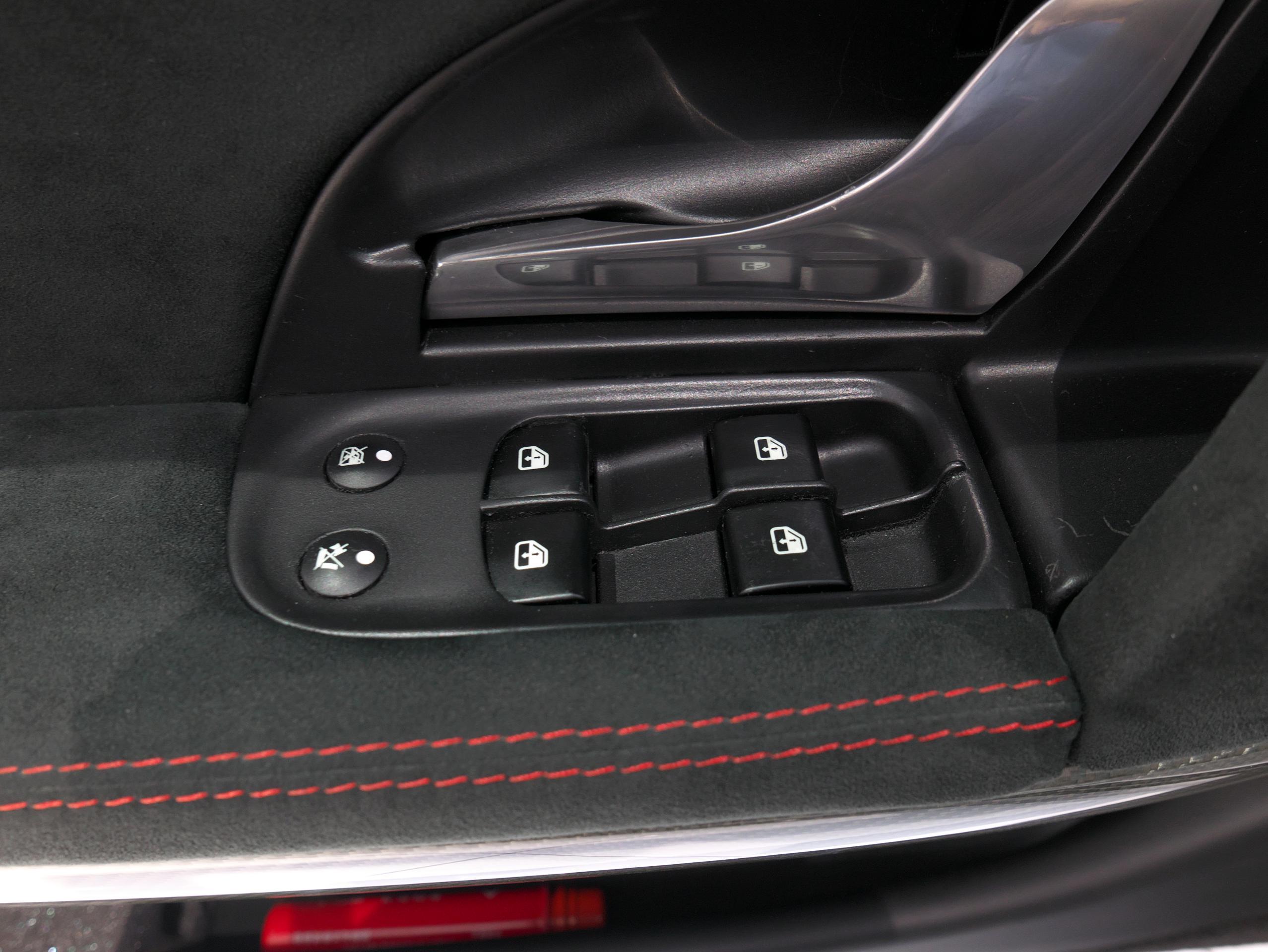 クアトロポルテ スポーツ GT S パワーウィンドウスイッチ
