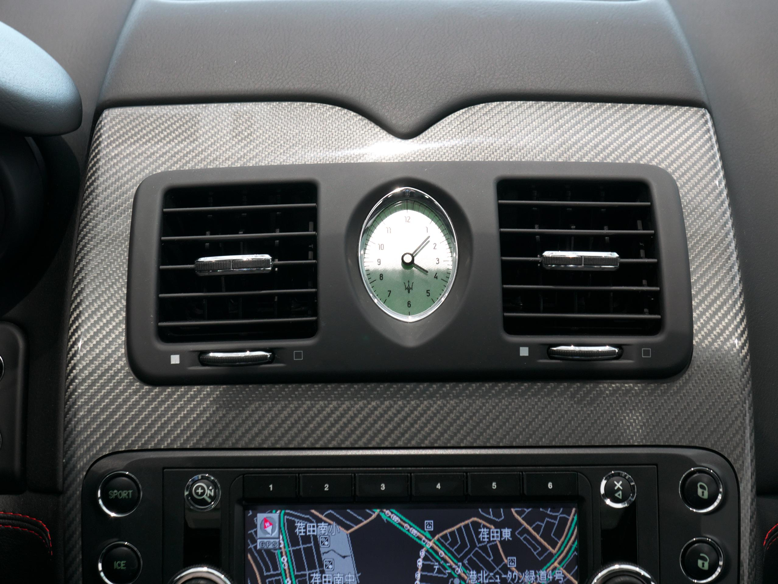 クアトロポルテ スポーツ GT S 時計