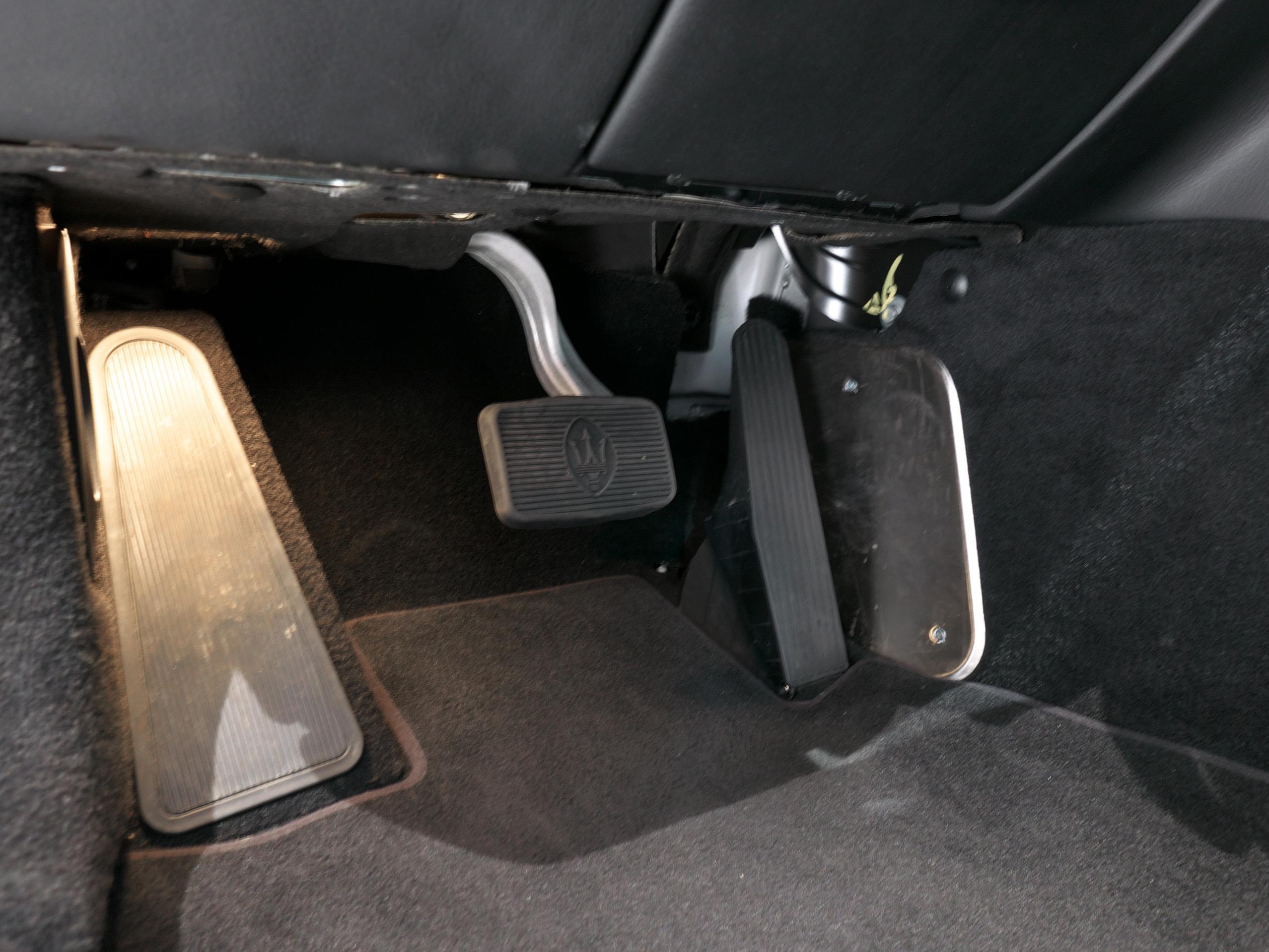 クアトロポルテ スポーツ GT S ペダル