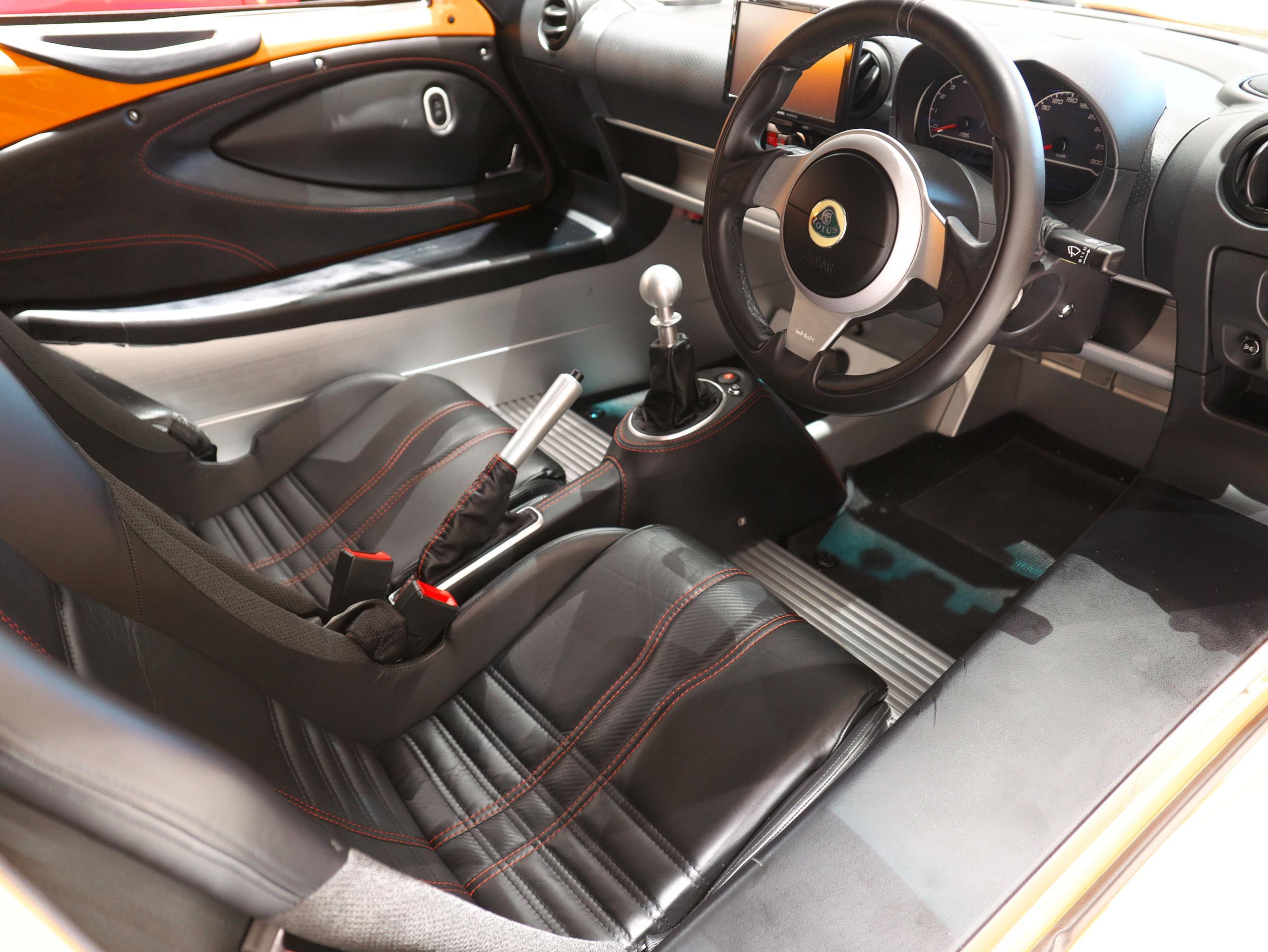 ロータス エキシージS 運転席シート