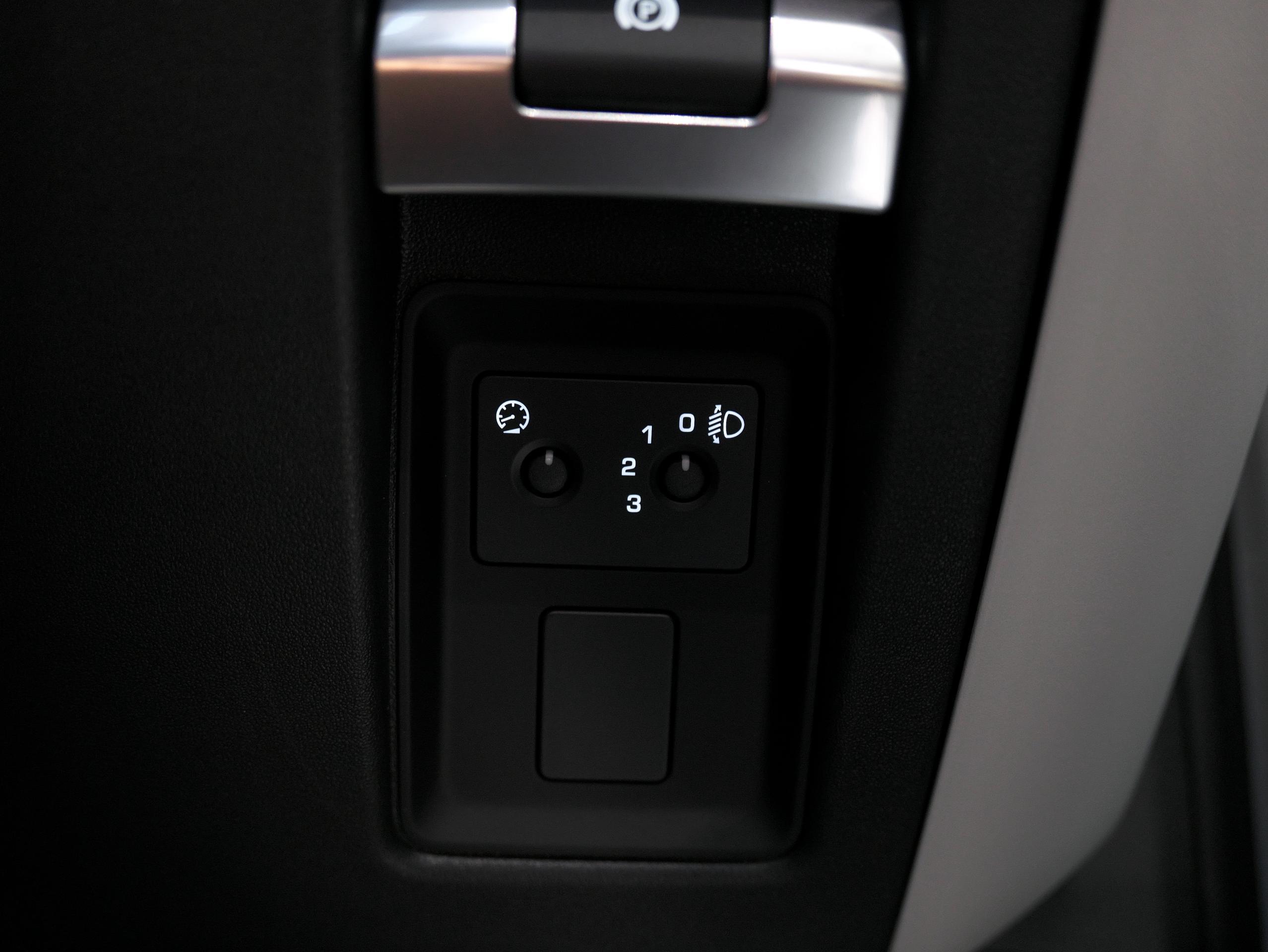 ディフェンダー90 電動パーキングブレーキ