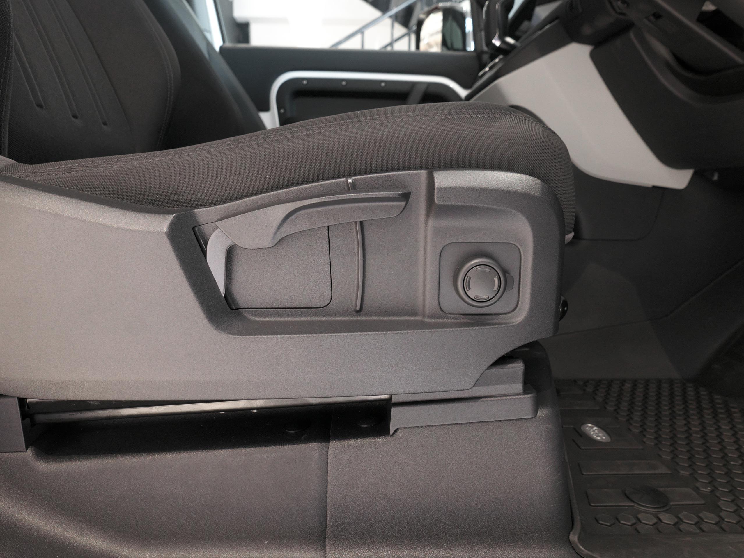 ディフェンダー90 運転席シート操作部分