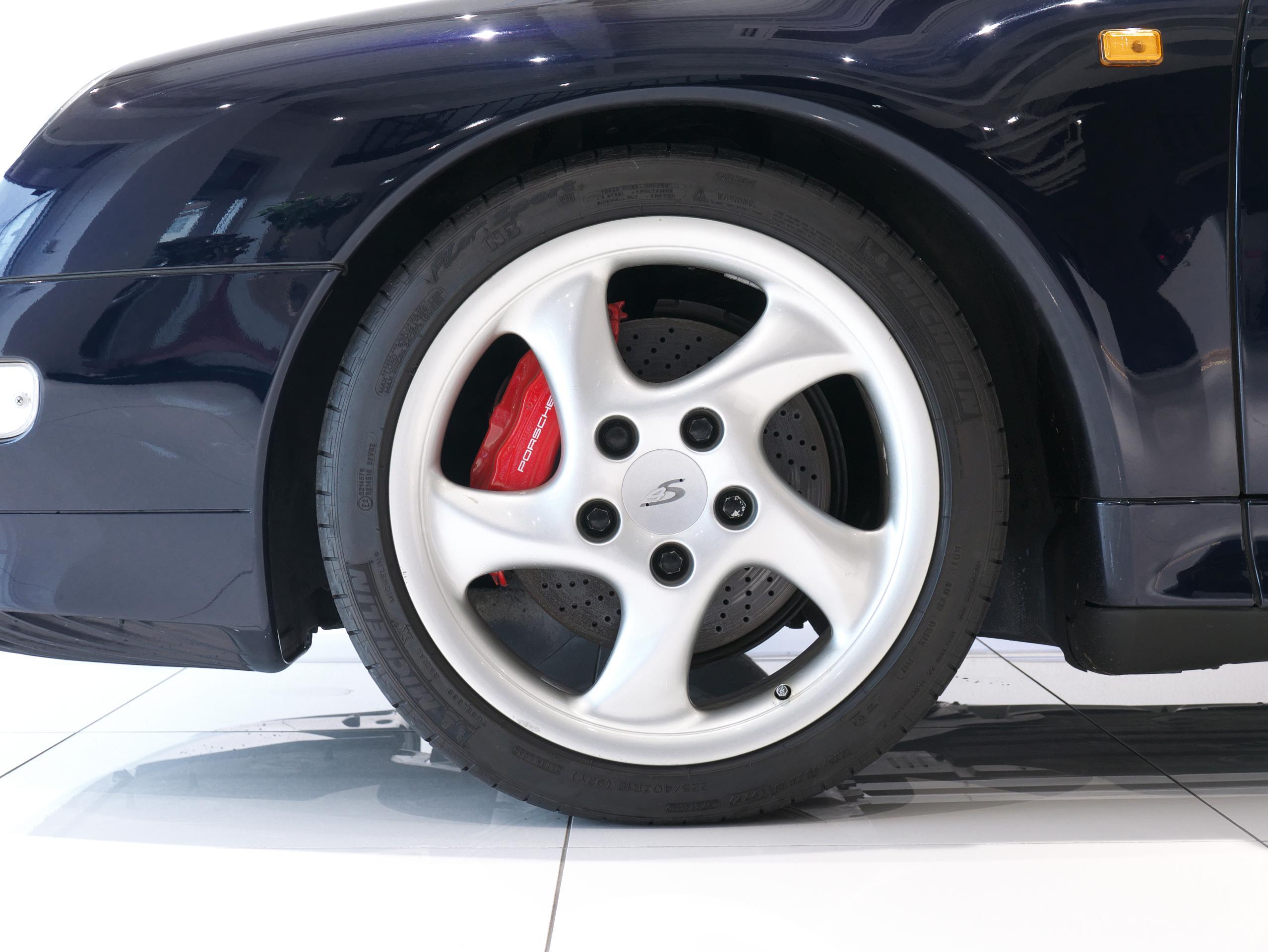 ポルシェ 911 カレラ4S 993 左フロントホイール