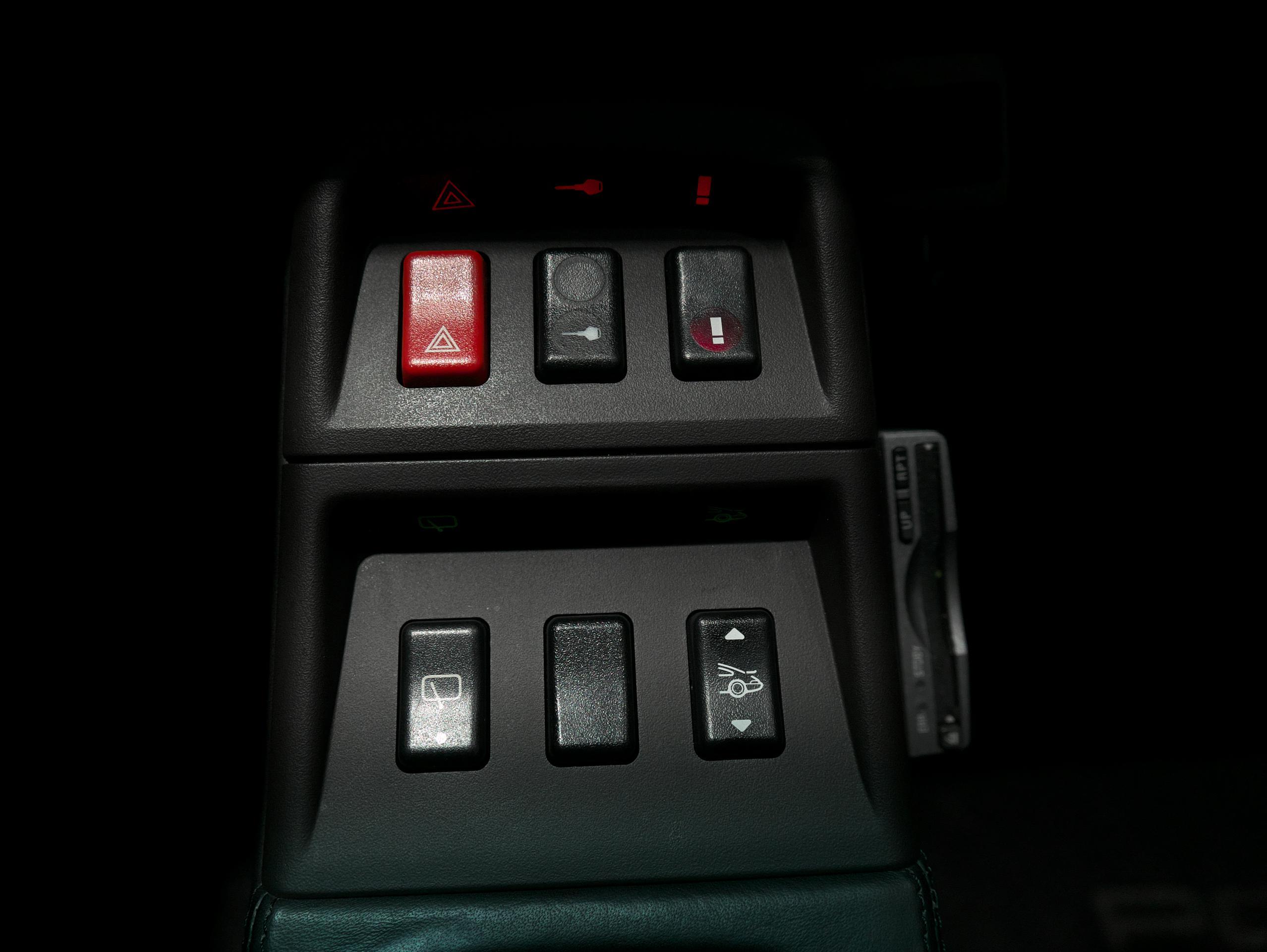 ポルシェ 911 カレラ4S 993 センターコンソールスイッチ