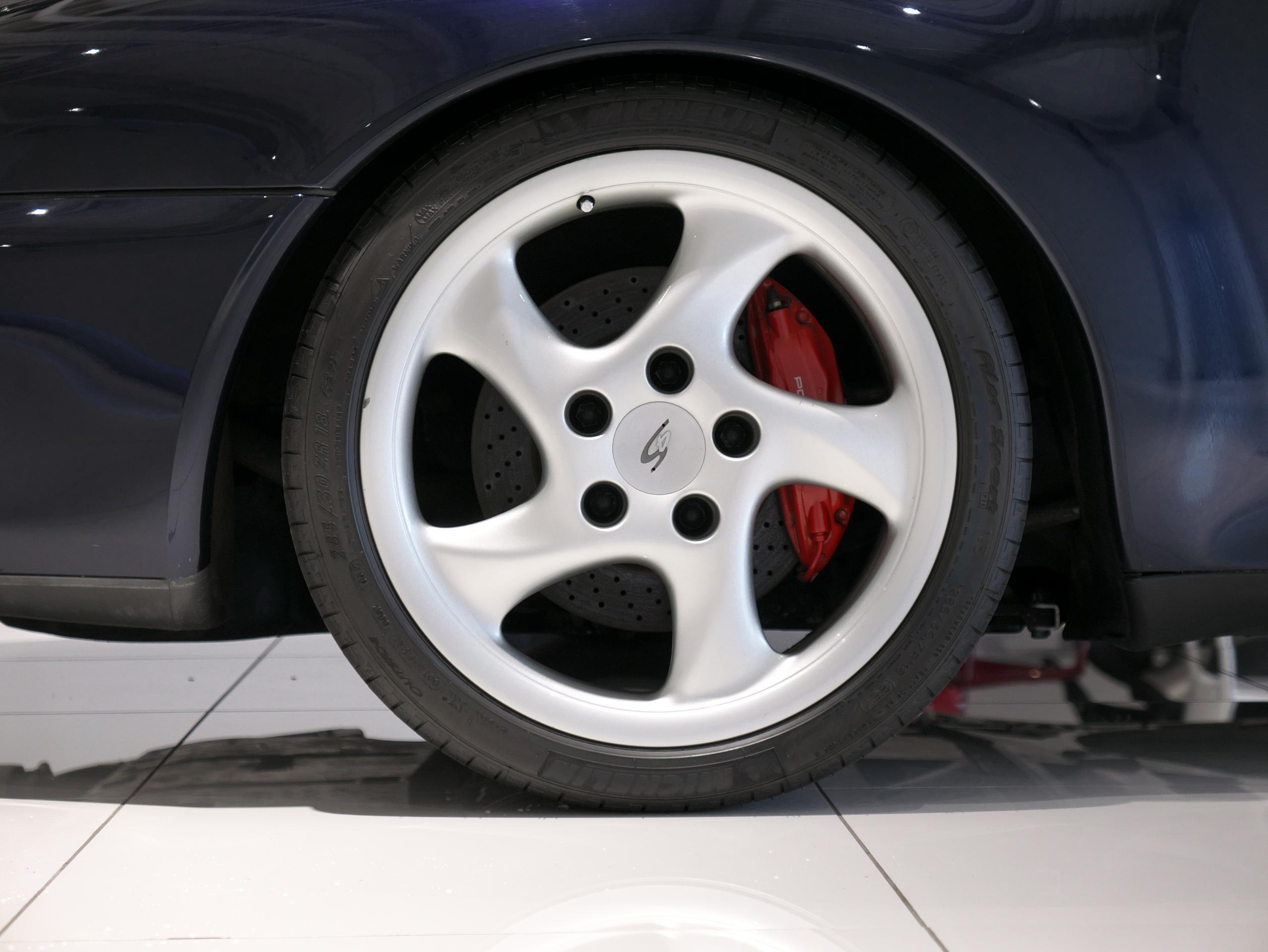 ポルシェ 911 カレラ4S 993 右リアホイール