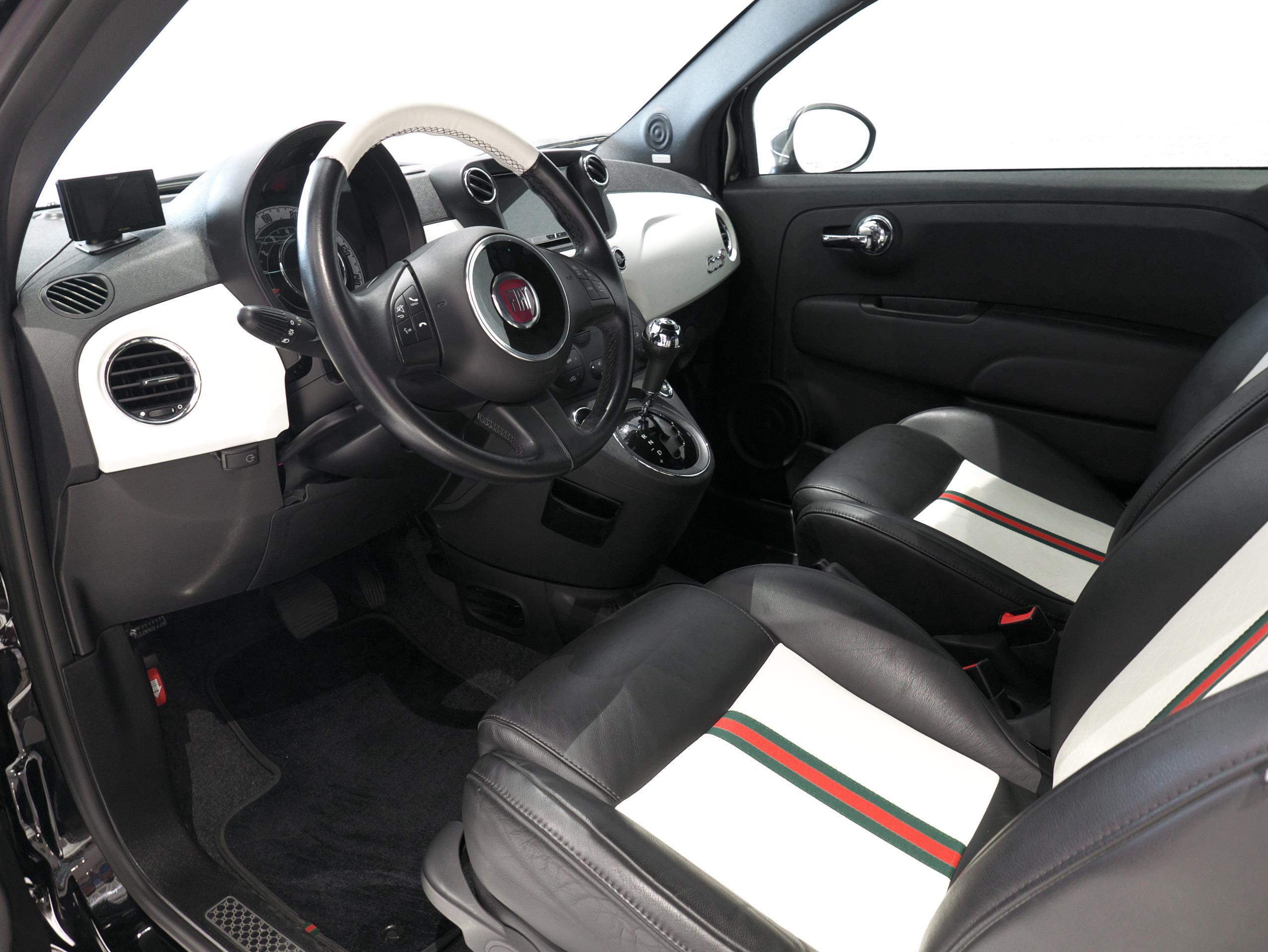 フィアット 500C バイグッチ 運転席