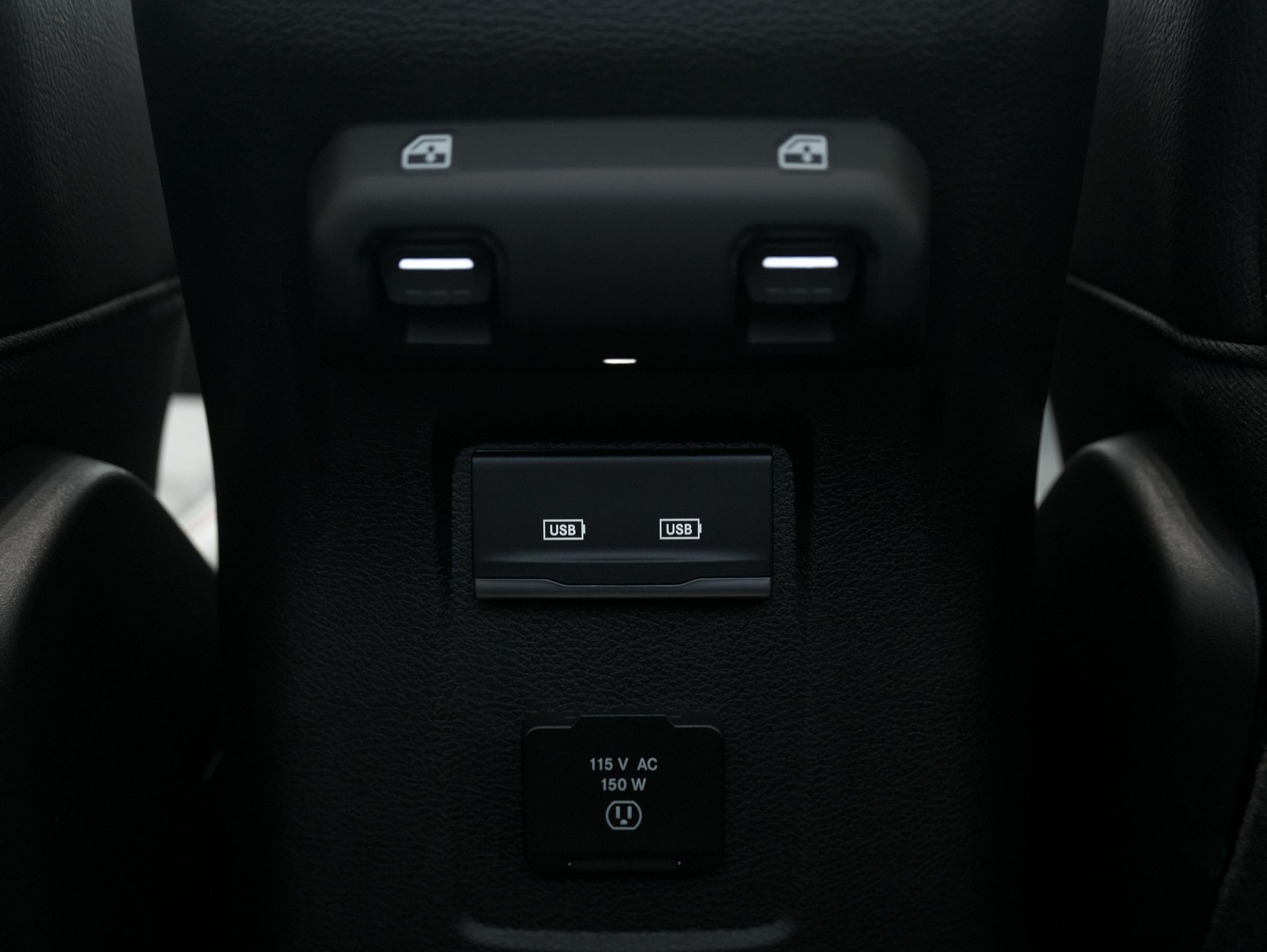 ラングラーアンリミテッド ルビコン USBポート