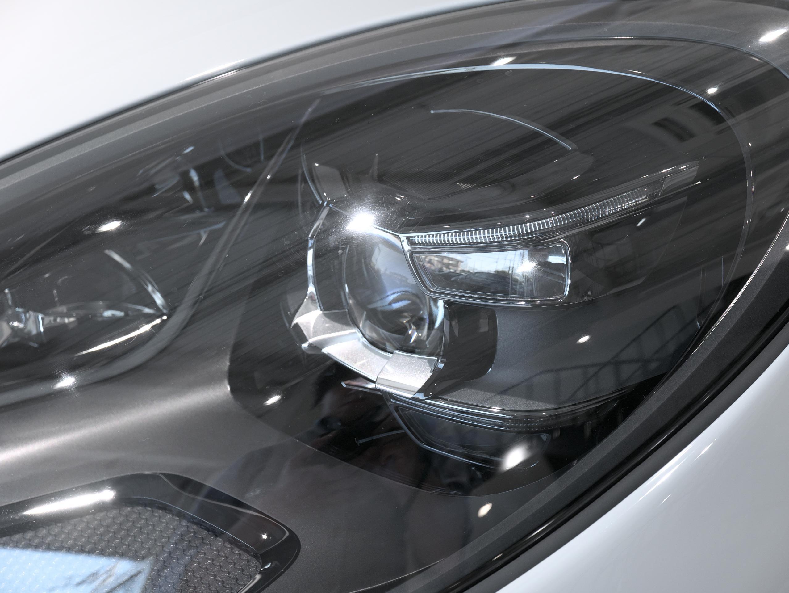 ポルシェ マカン GTS スポーツクロノ ヘッドライト