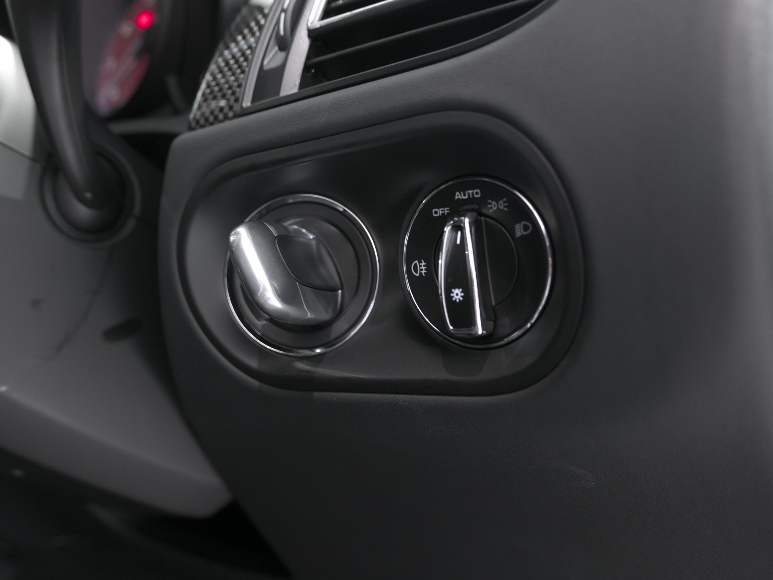ポルシェ マカン GTS スポーツクロノ エンジンスタートボタン