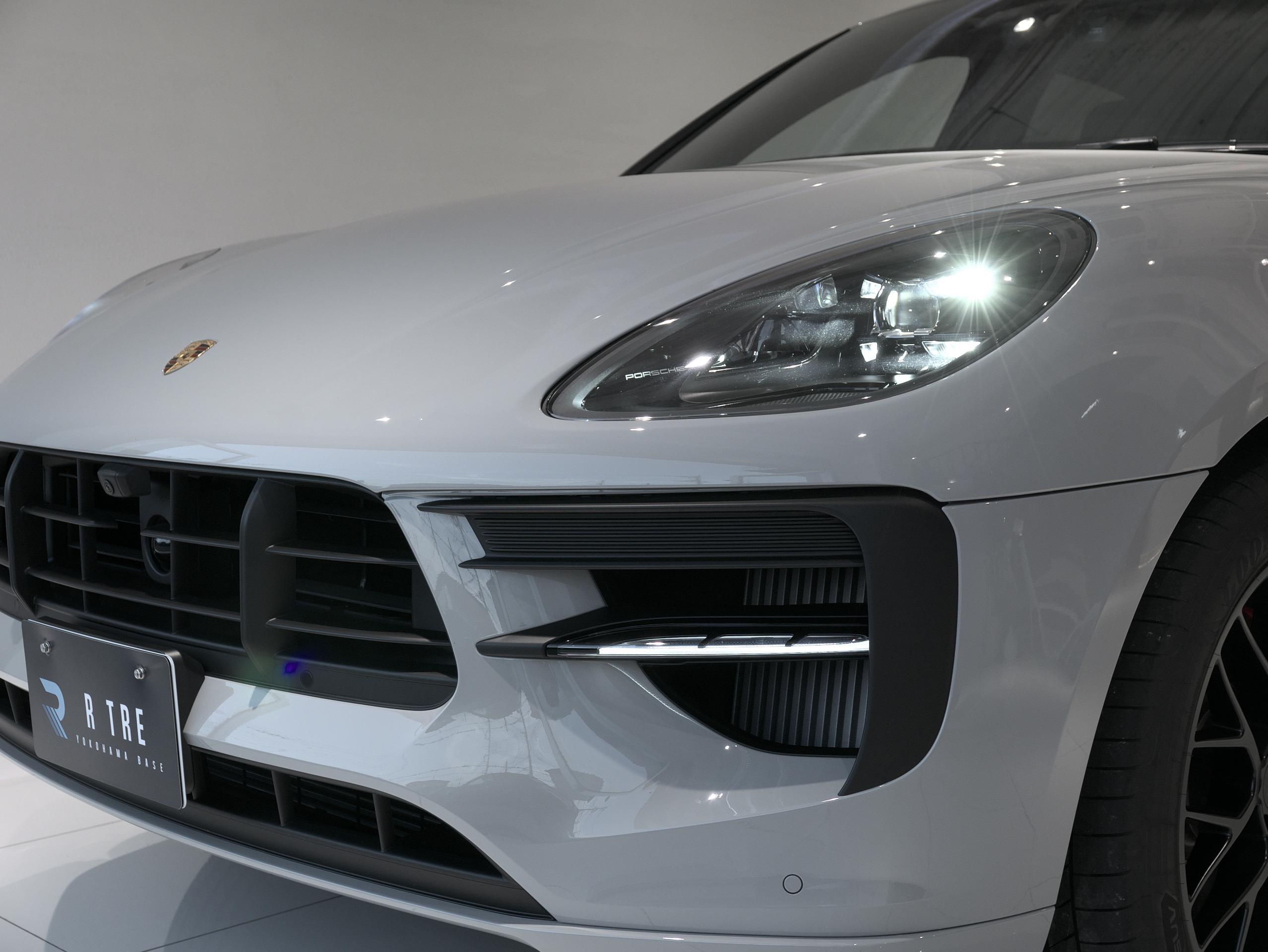 ポルシェ マカン GTS スポーツクロノ ヘッドライト点灯