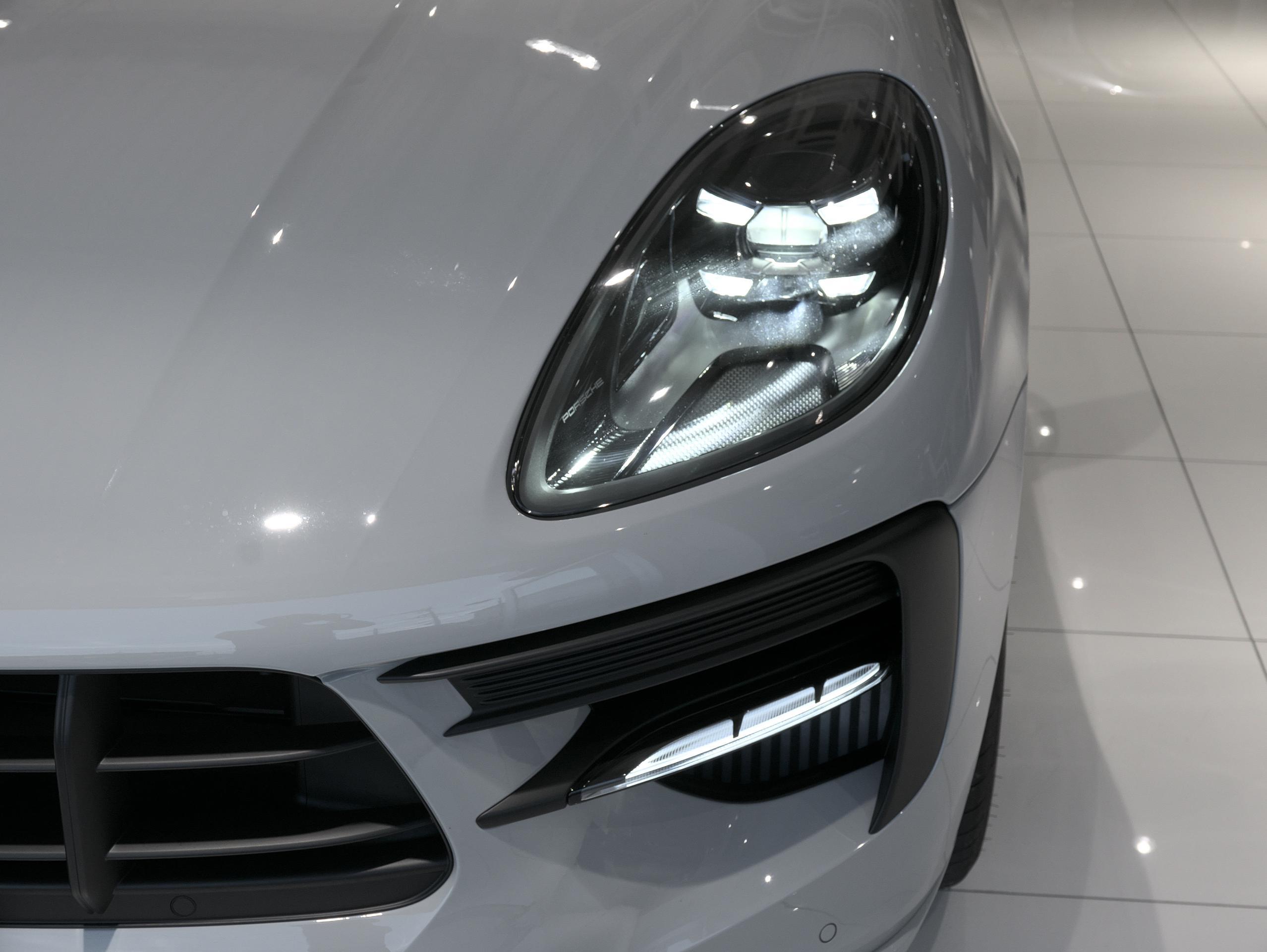 ポルシェ マカン GTS スポーツクロノ LEDヘッドライト