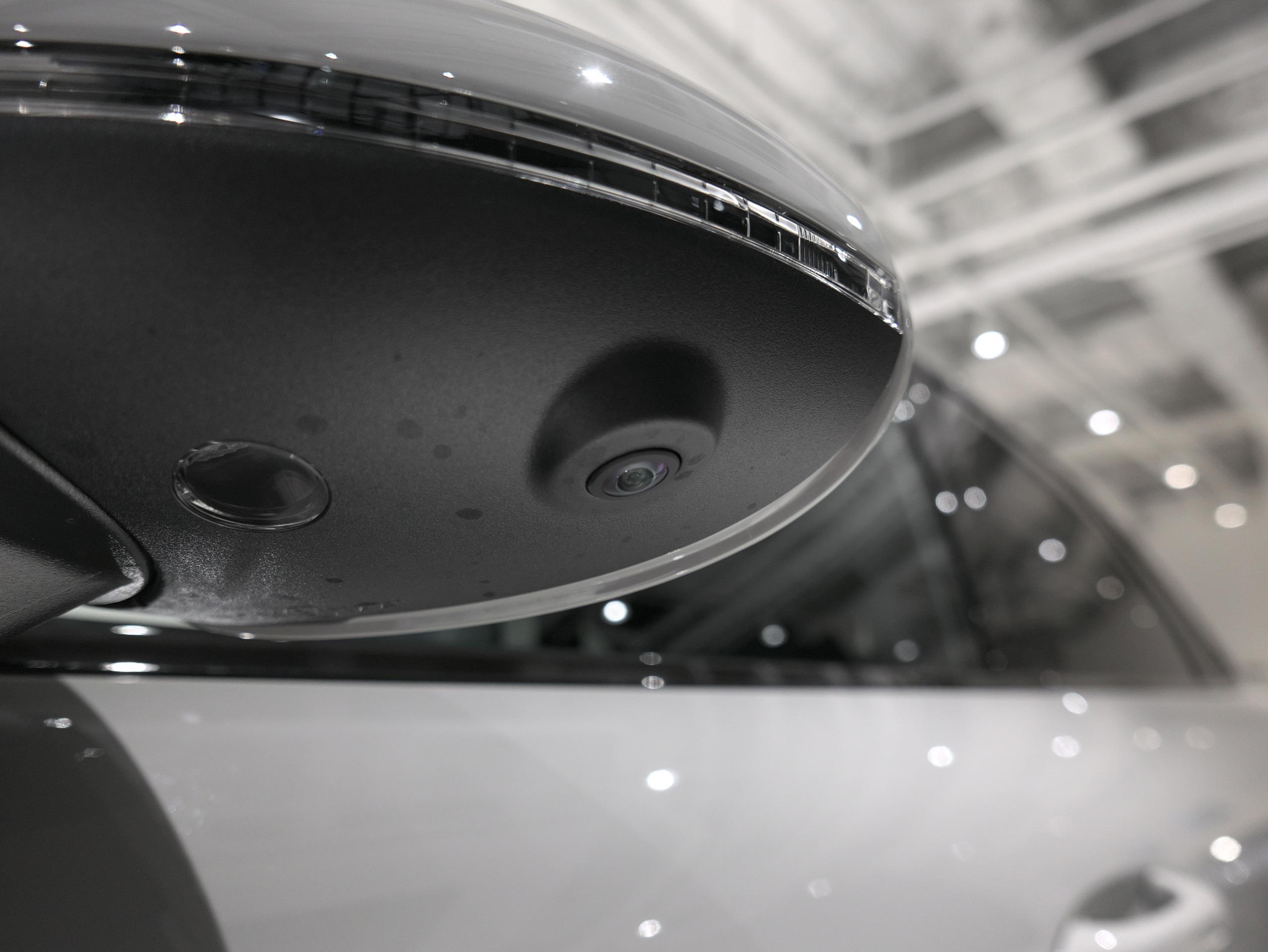 ポルシェ マカン GTS スポーツクロノ サイドカメラ