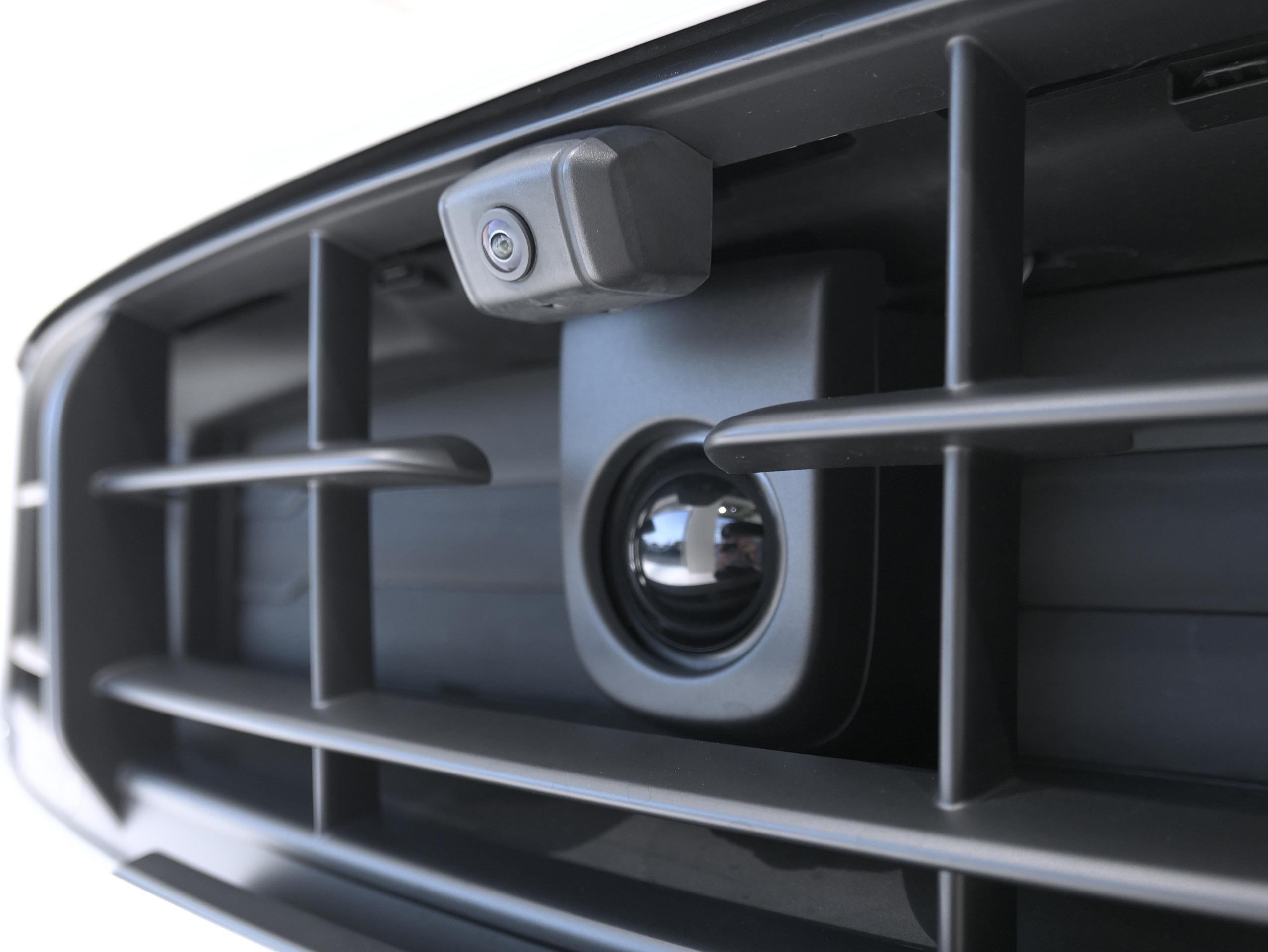ポルシェ マカン GTS スポーツクロノ フロントカメラ